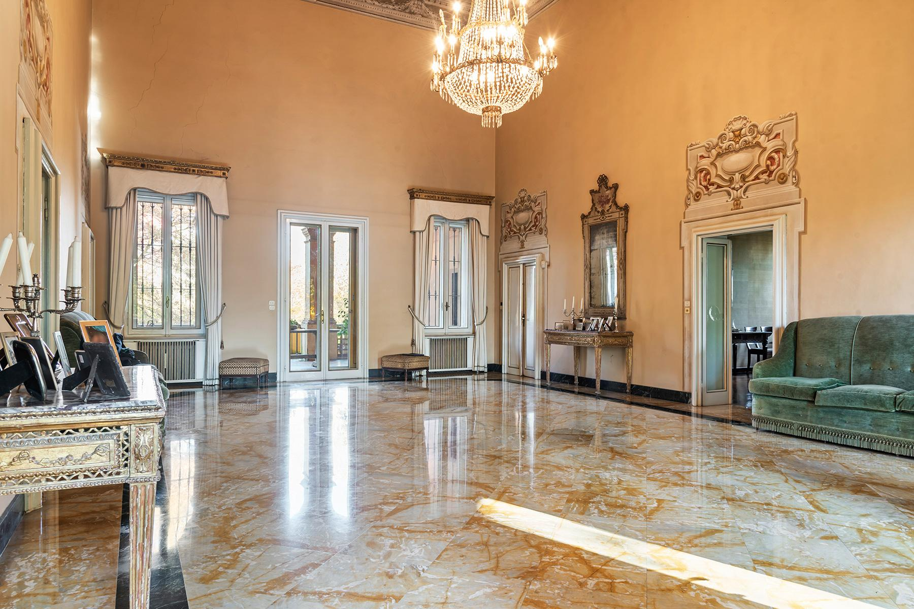 Elegant historical property with large park in Parma - 9