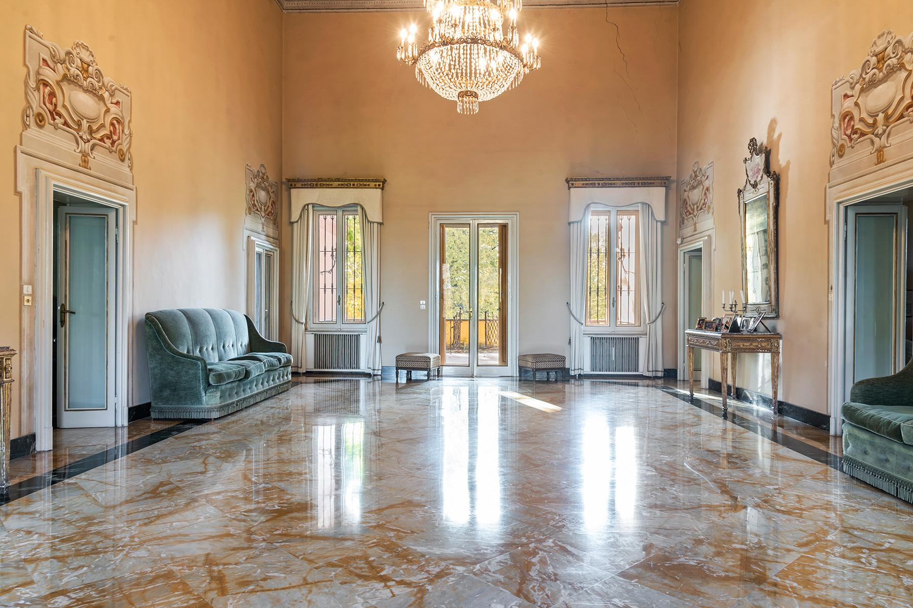 Elegant historical property with large park in Parma - 2