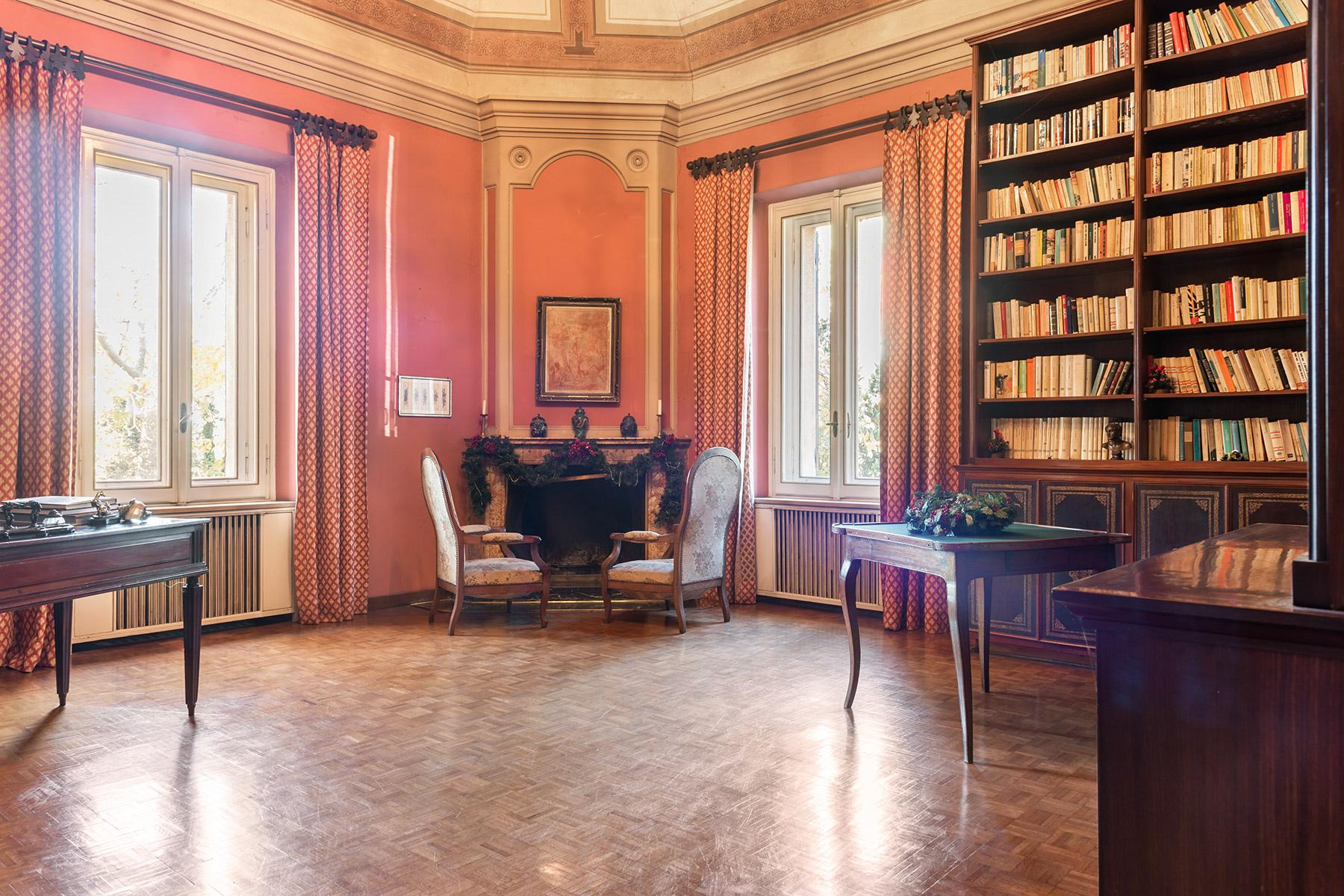 Elegant historical property with large park in Parma - 12