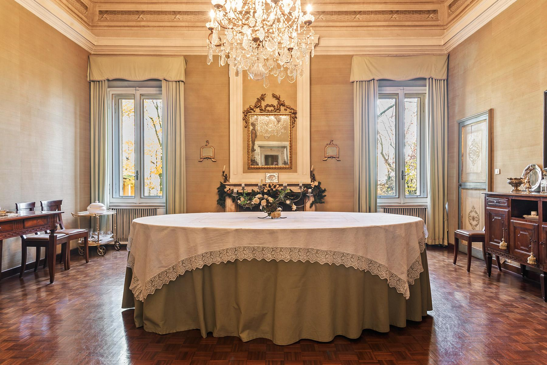 Elegant historical property with large park in Parma - 3