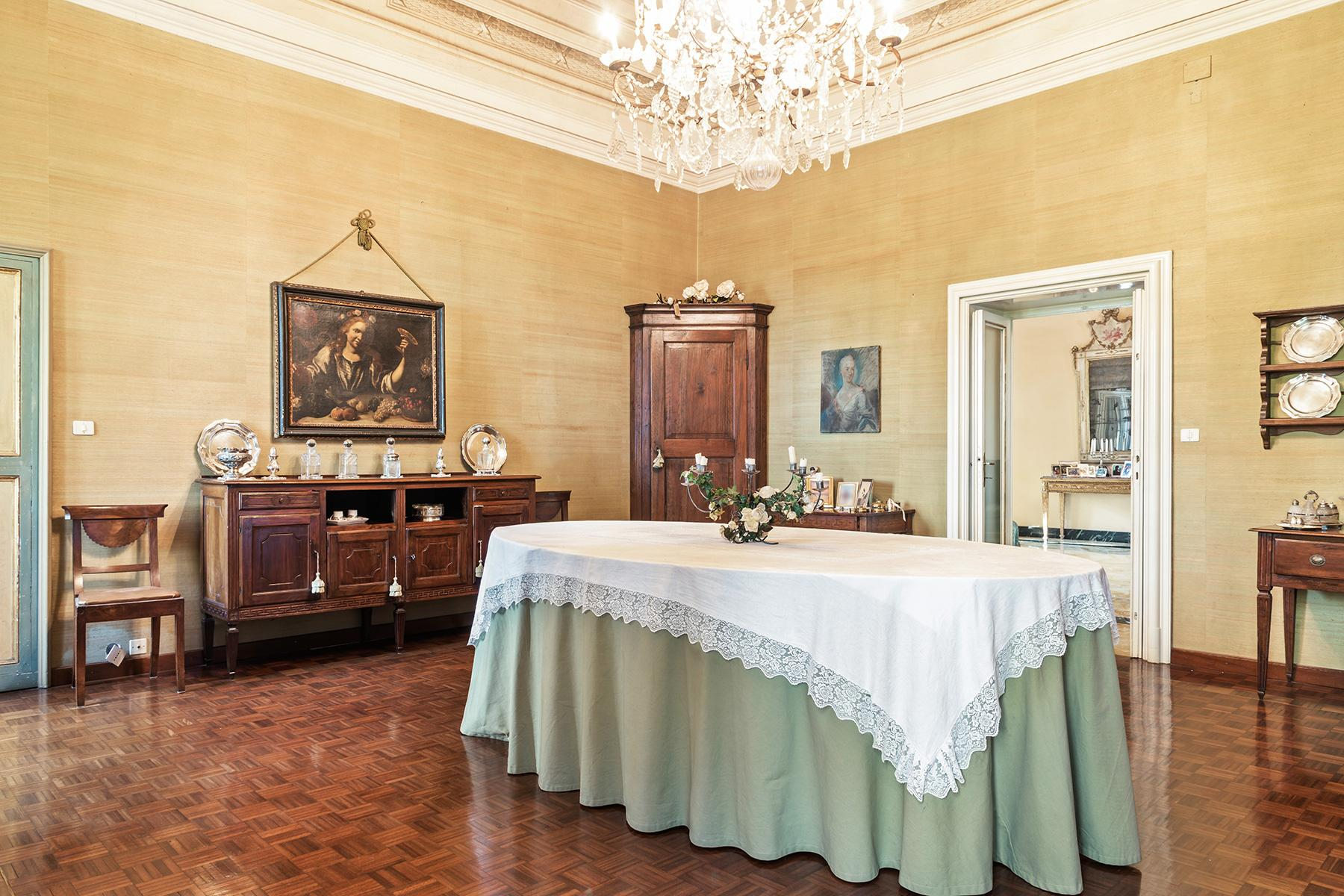 Elegant historical property with large park in Parma - 11