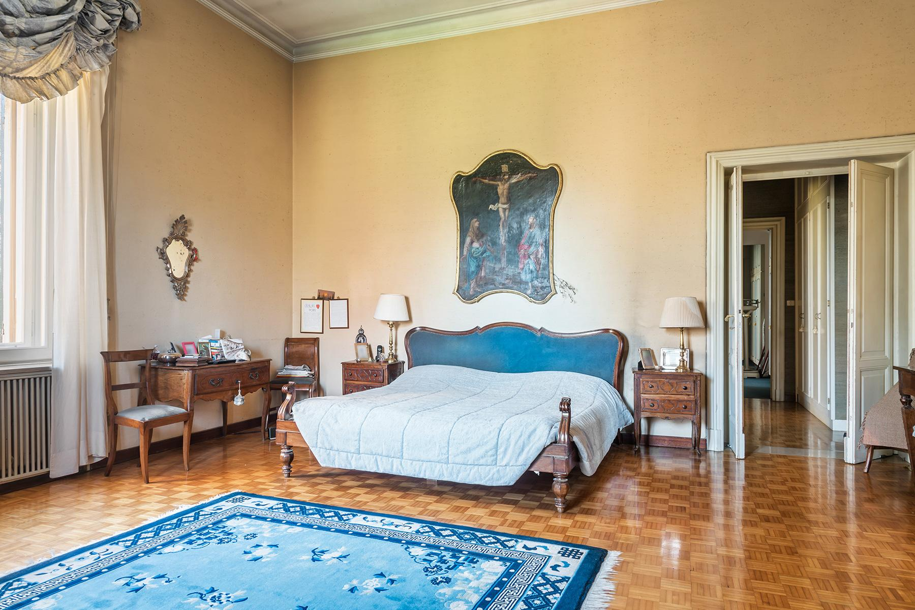 Elegant historical property with large park in Parma - 16