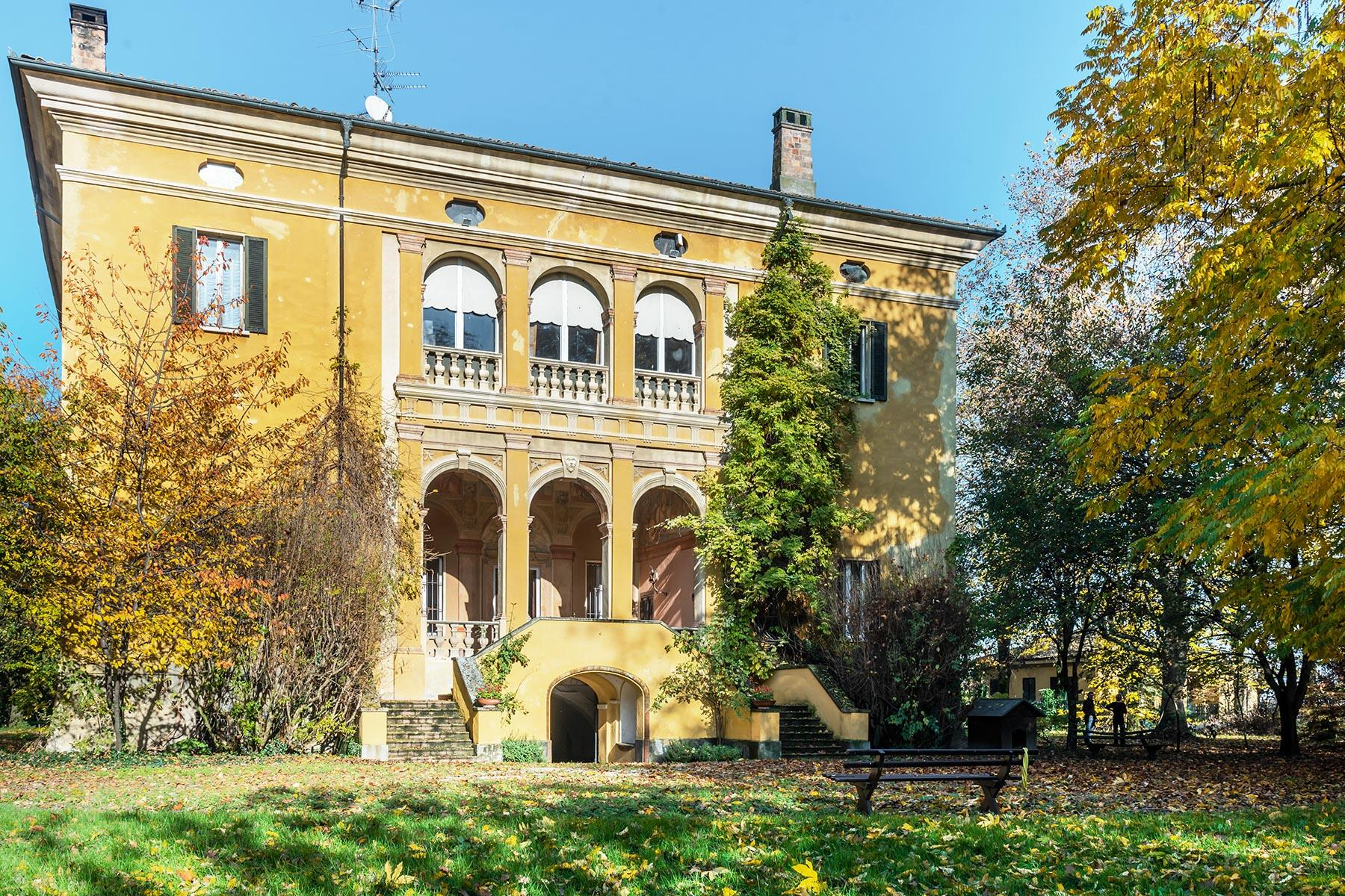 Elegant historical property with large park in Parma - 1