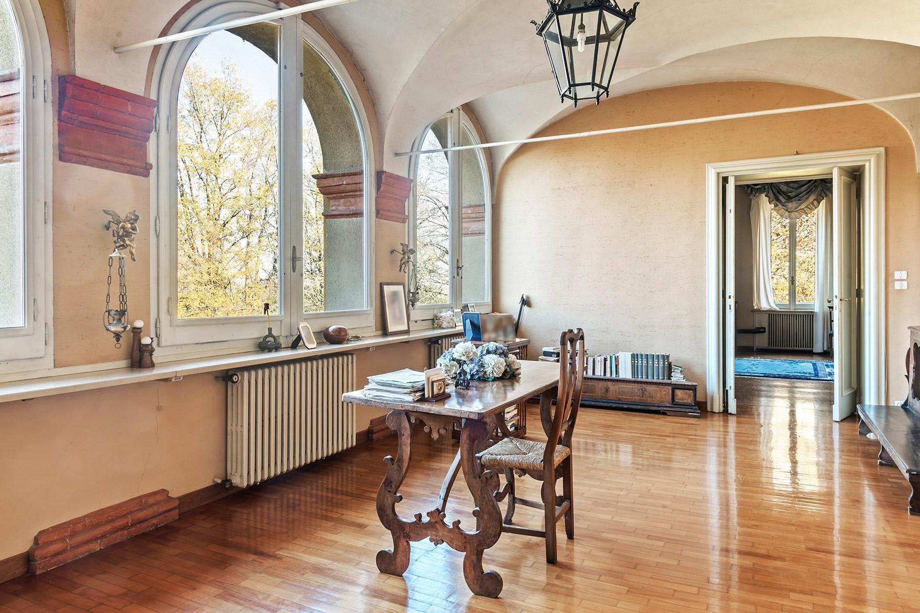 Elegant historical property with large park in Parma - 7