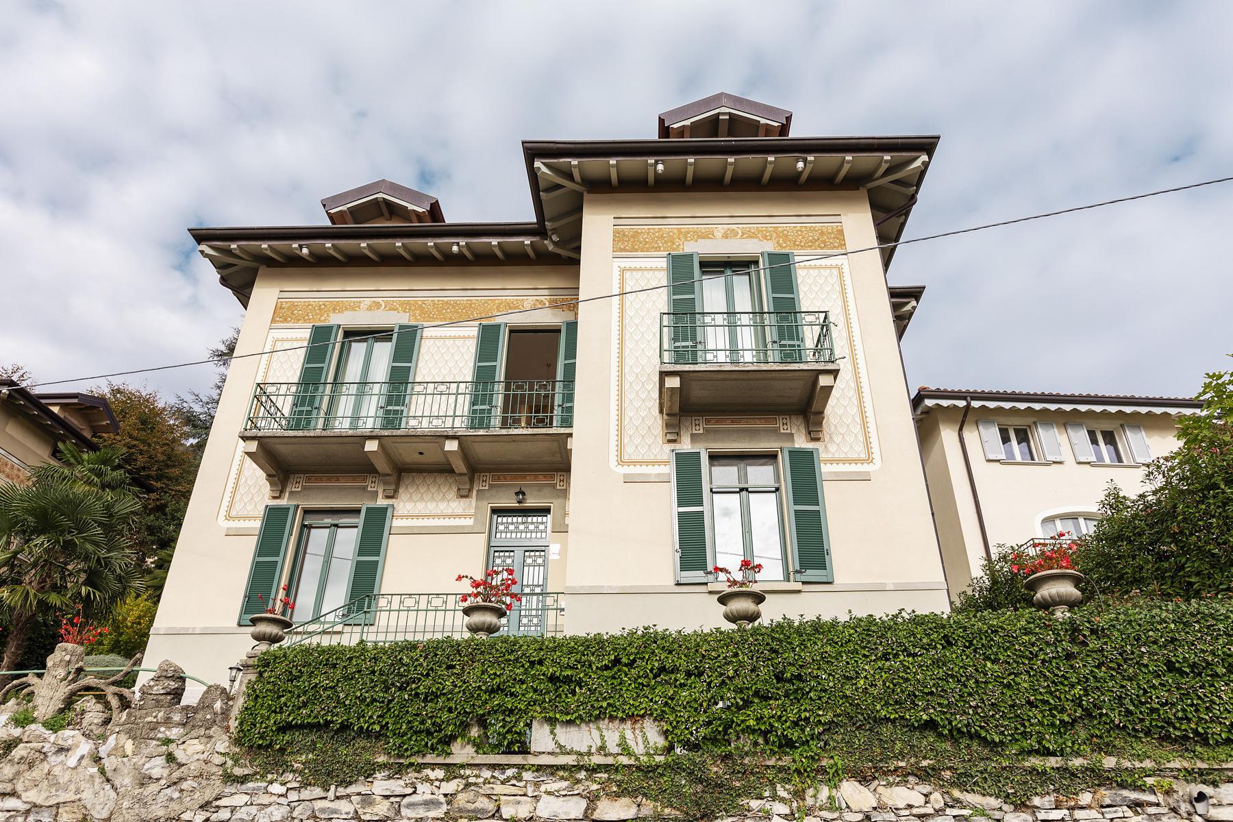 Belle villa avec une vue magnifique sur la ville et le premier bassin du lac de Côme - 1