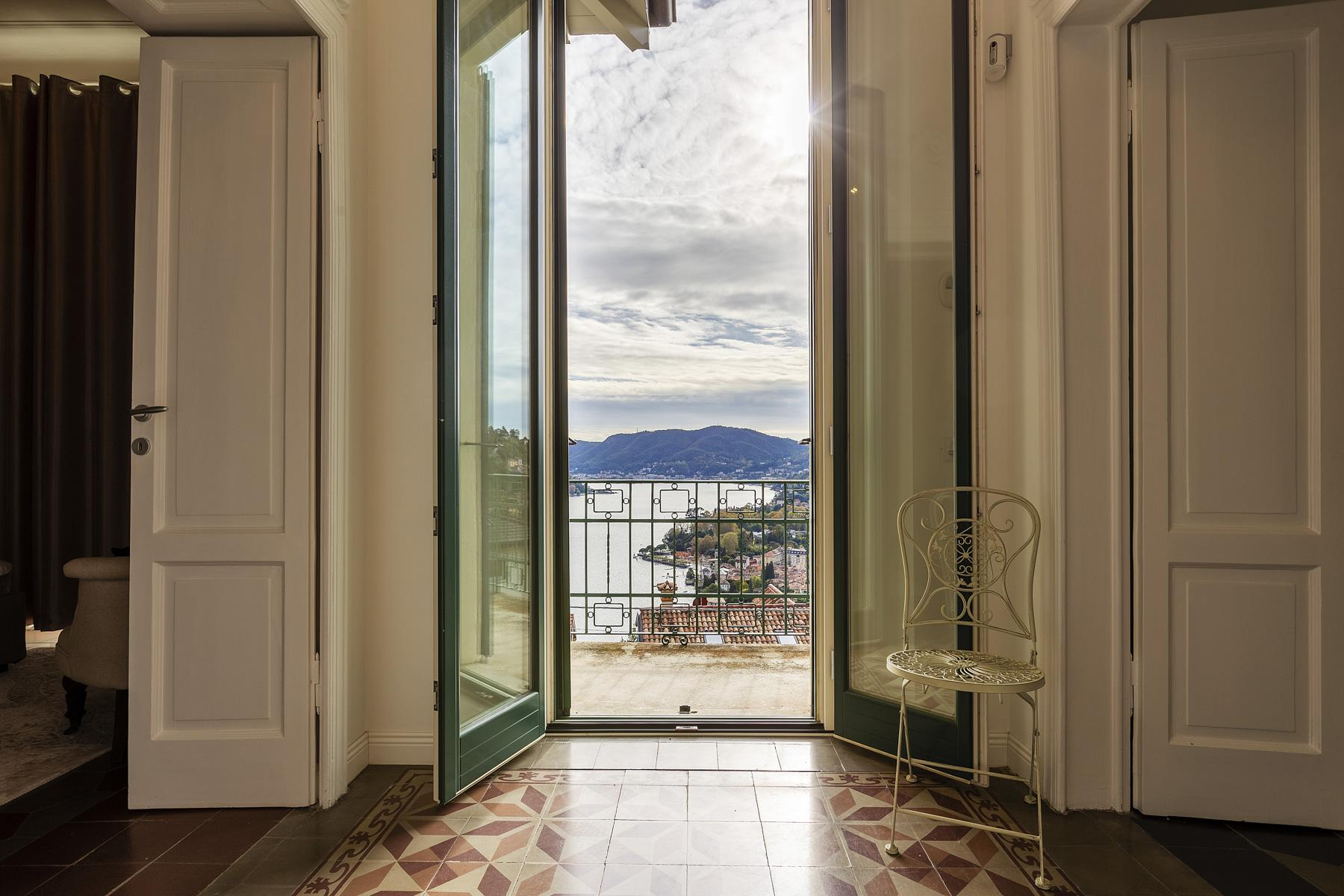 Beautiful villa with wonderful view over the city and the Lake Como - 16