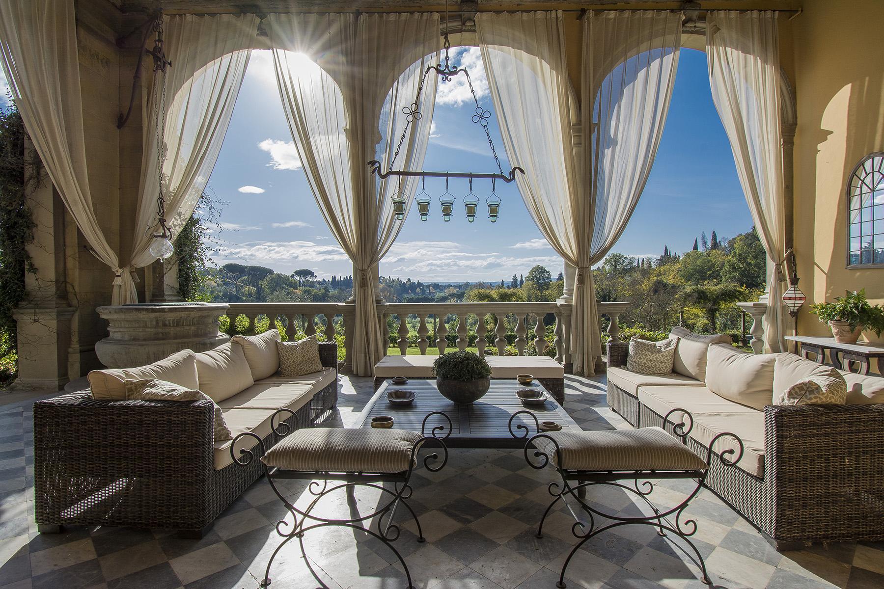 Une importante villa sur les premières collines de Florence - 1