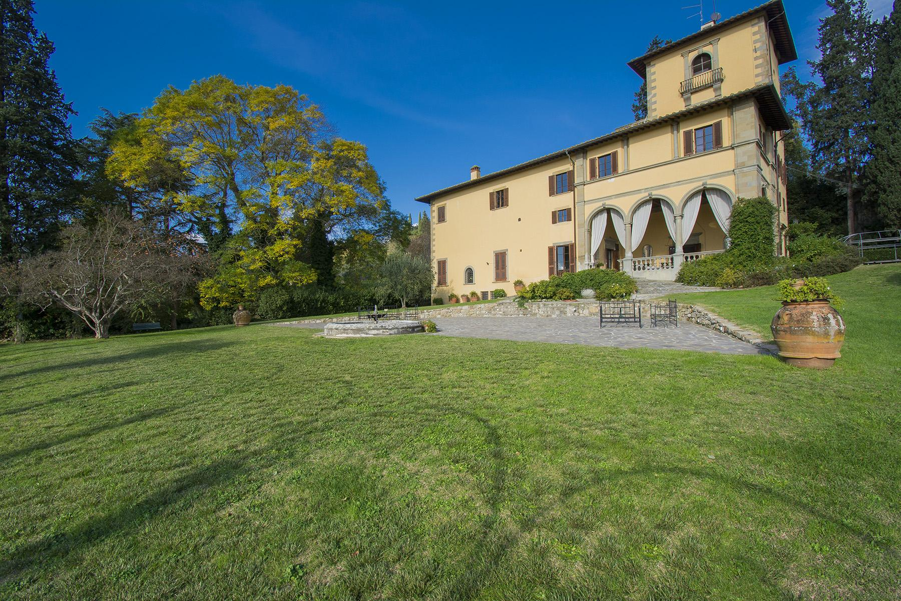 An important villa with pool on the hills of Florence - 2
