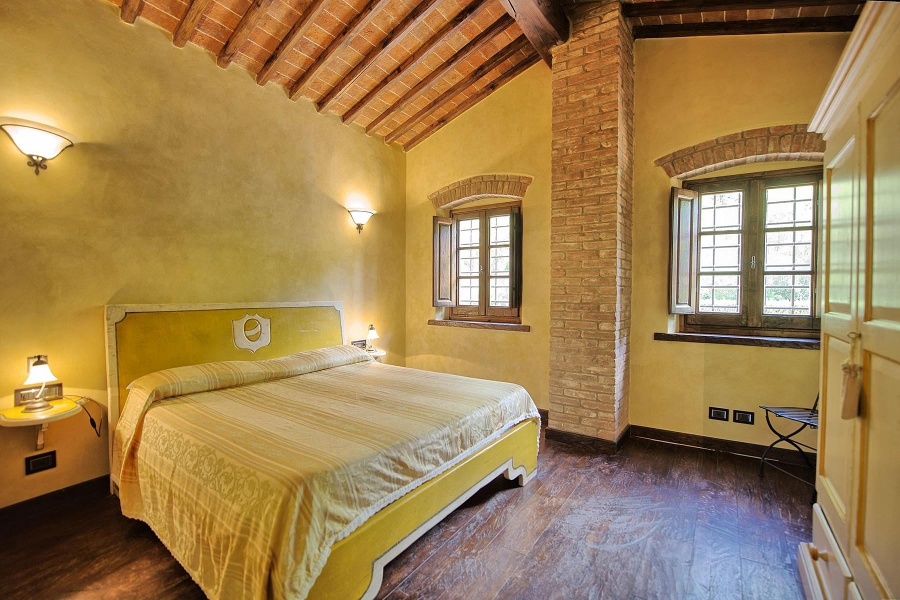Farmhouse for sale in the Tuscan hills - 11