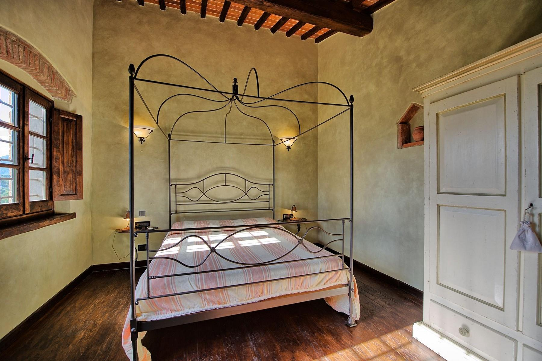 Farmhouse for sale in the Tuscan hills - 13