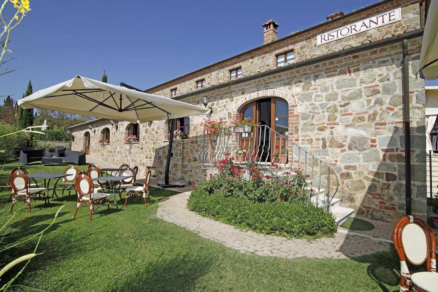 Beautiful Boutique Hotel with Restaurant and SPA in the hills of Torrita di Siena - 3