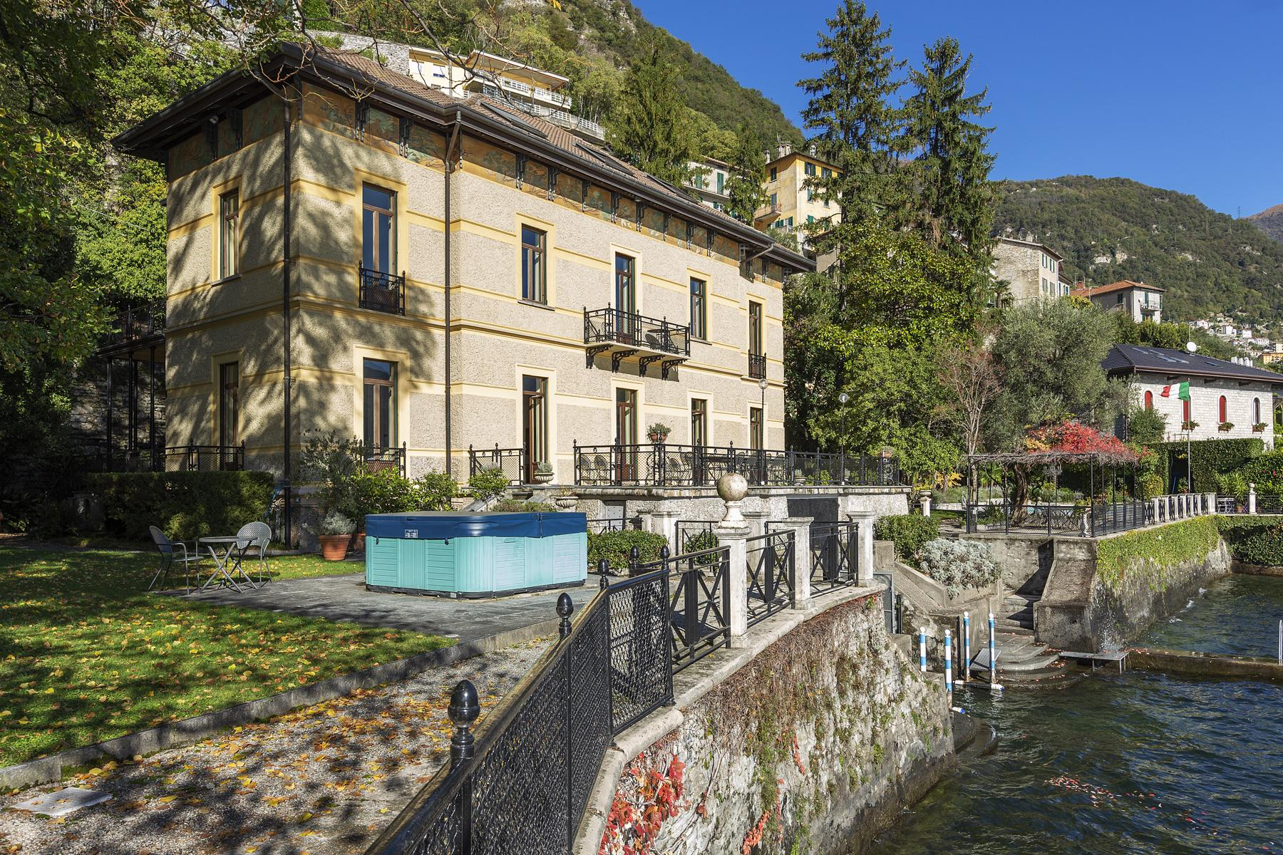 Wonderful historic villa with direct access to the lake, private wharf and boat house - 2