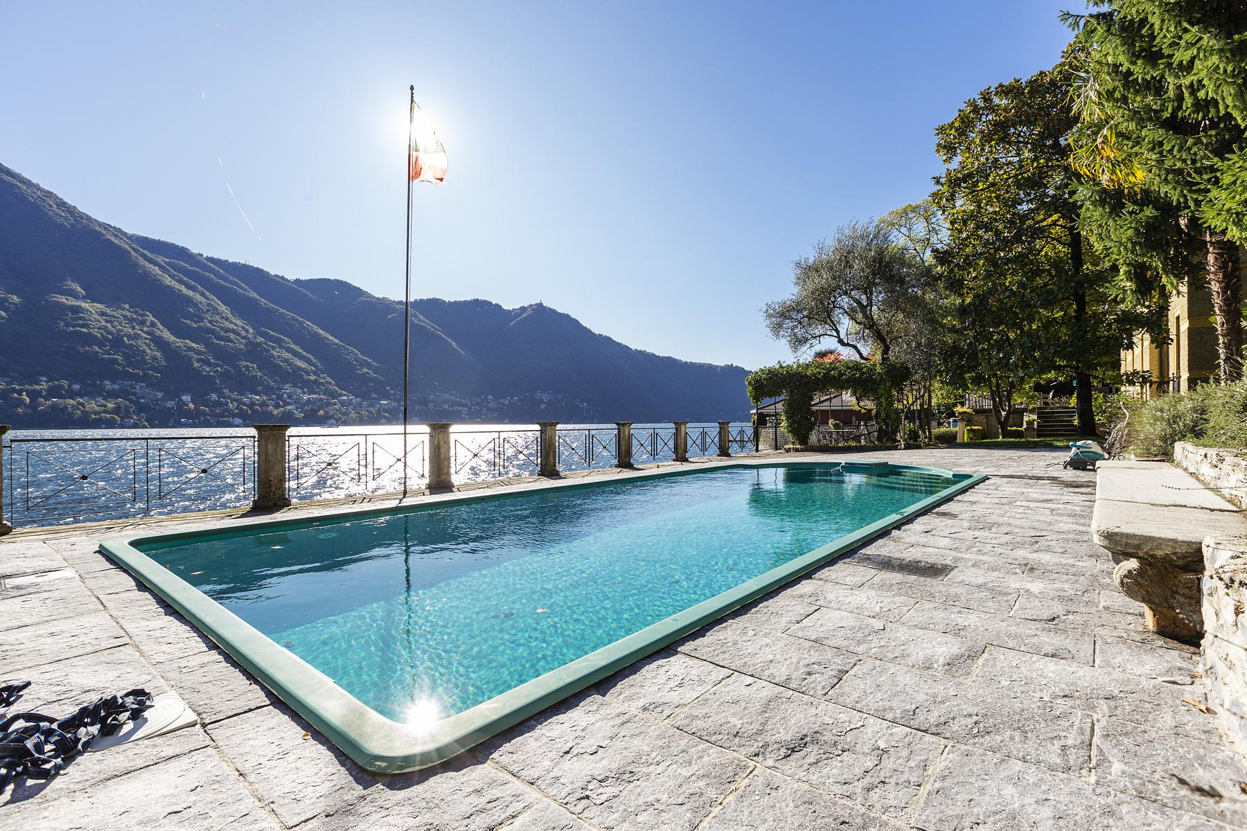 Wonderful historic villa with direct access to the lake, private wharf and boat house - 32
