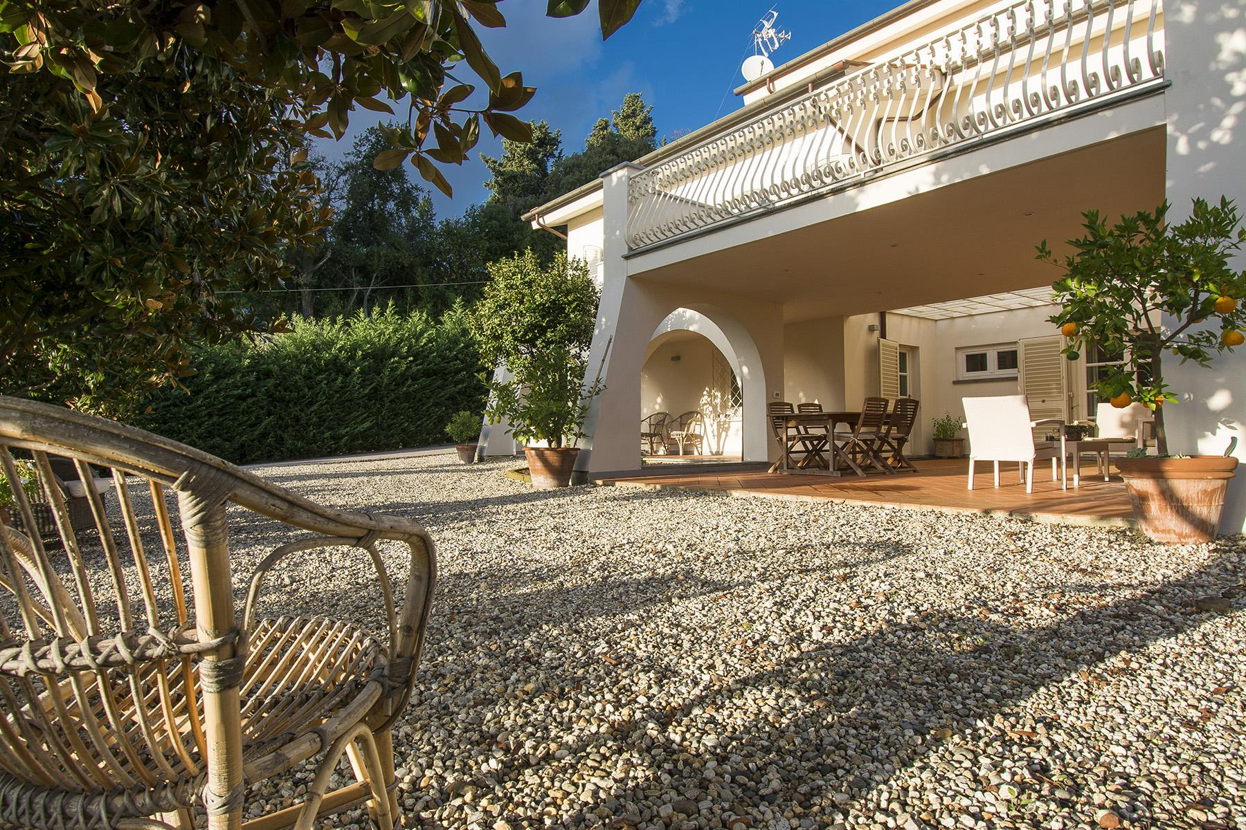 Beautiful villa with infinity pool and view over the hills around Lucca - 4