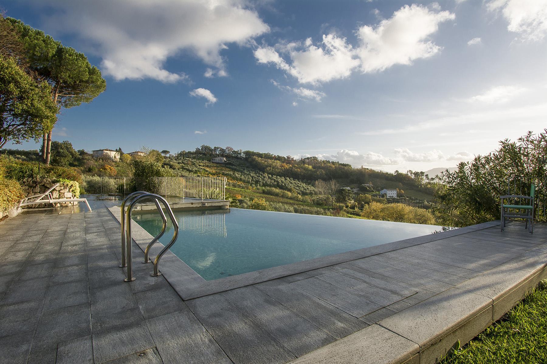 Красивая вилла с пейзажным бассейном и видом на холмы вокруг Лукки - 24