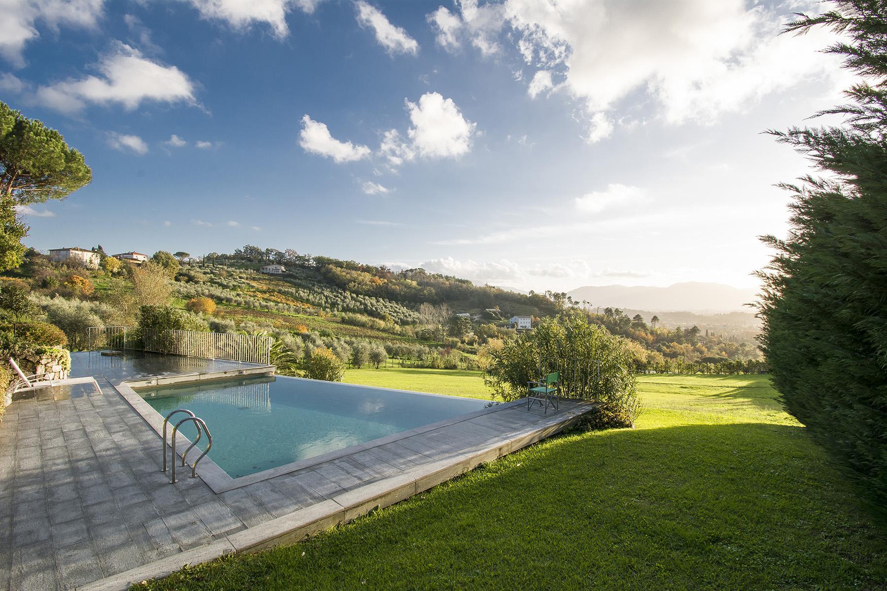 Красивая вилла с пейзажным бассейном и видом на холмы вокруг Лукки - 1