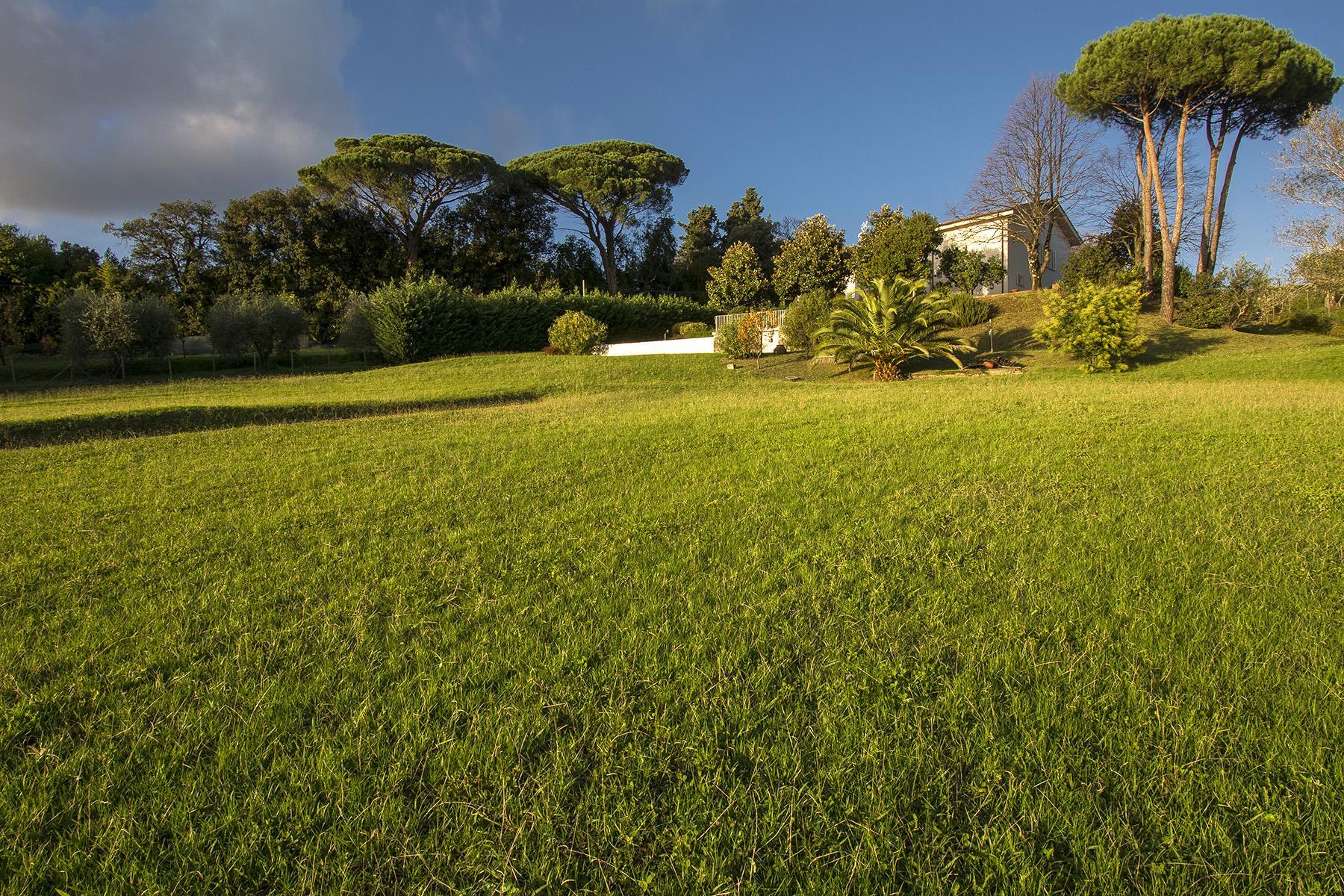 Красивая вилла с пейзажным бассейном и видом на холмы вокруг Лукки - 28