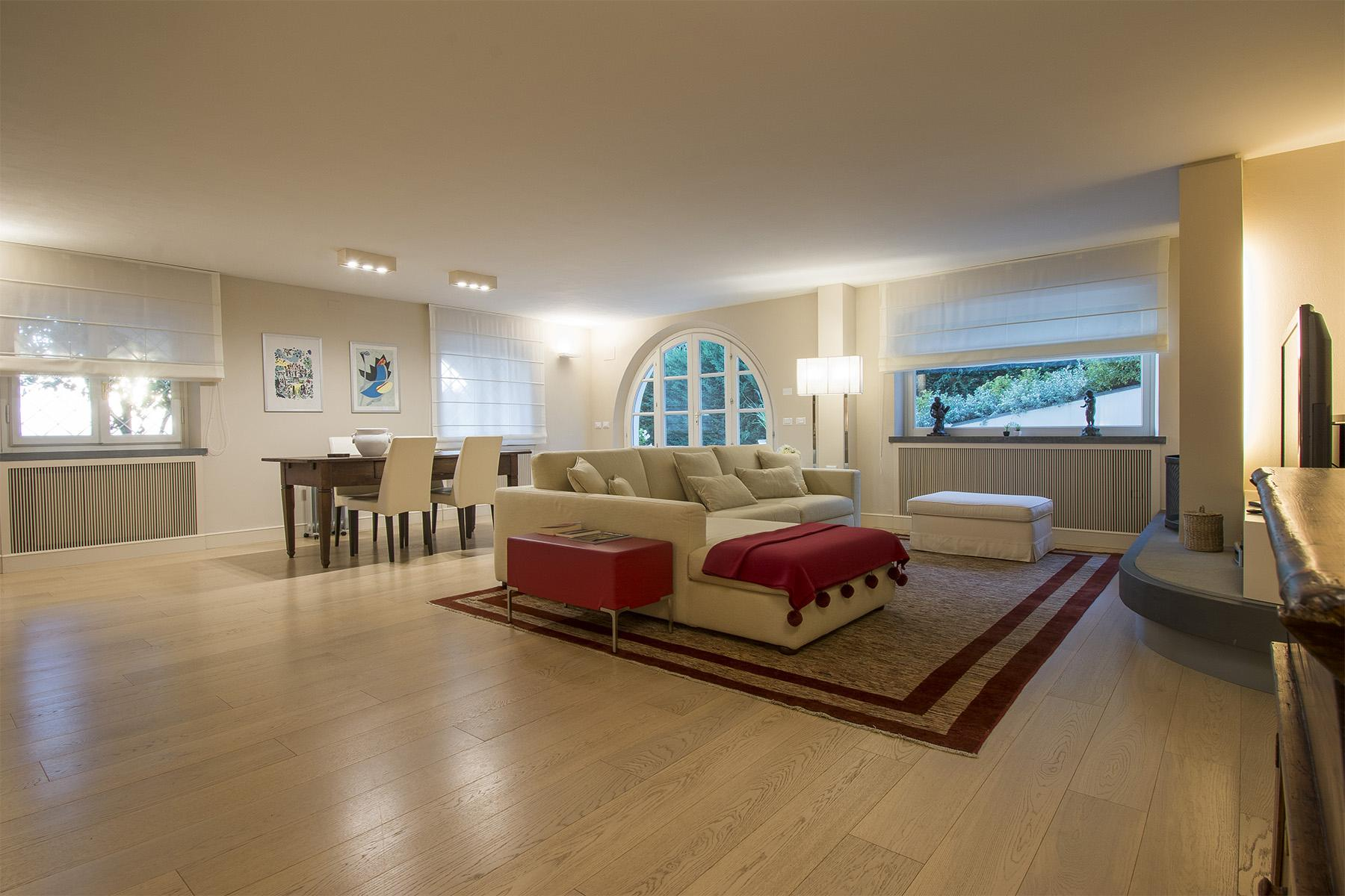 Beautiful villa with infinity pool and view over the hills around Lucca - 8