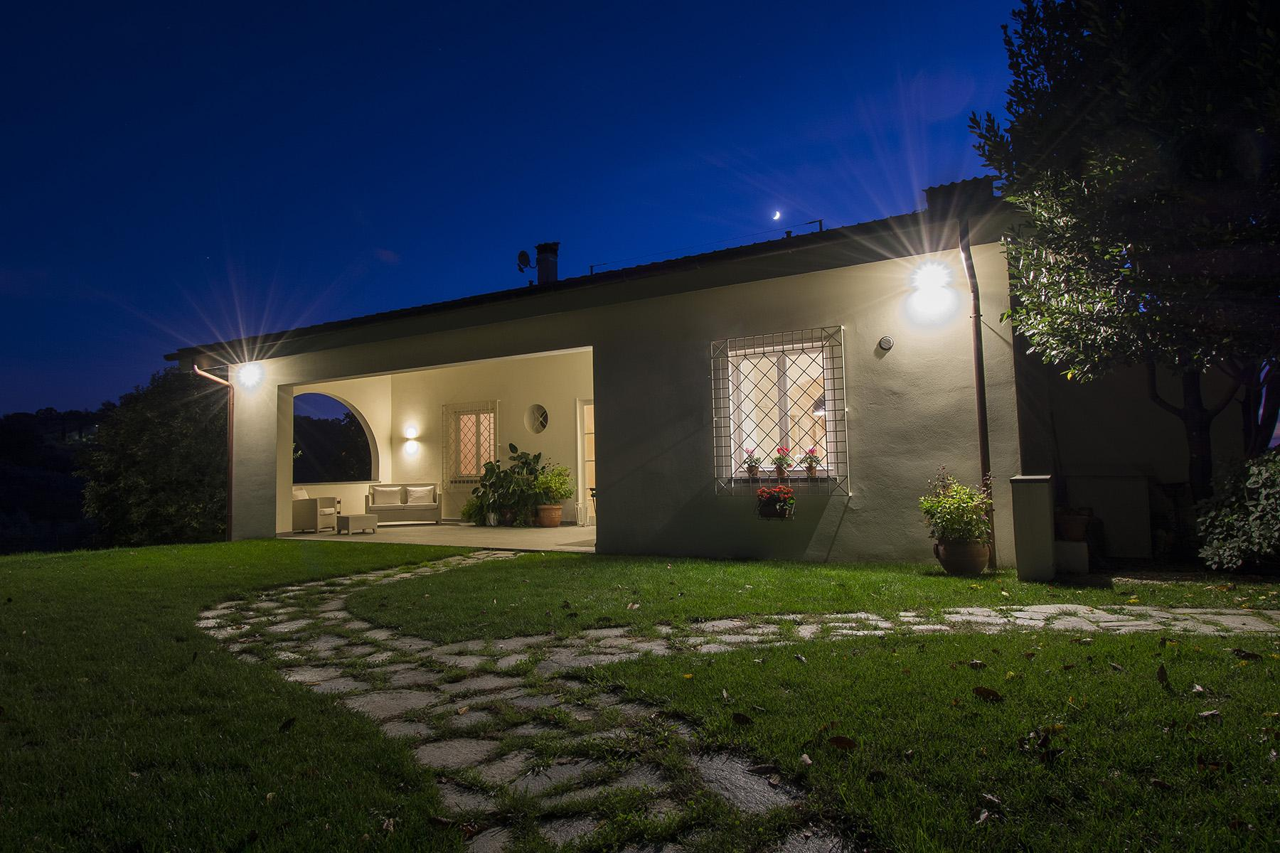 Beautiful villa with infinity pool and view over the hills around Lucca - 7