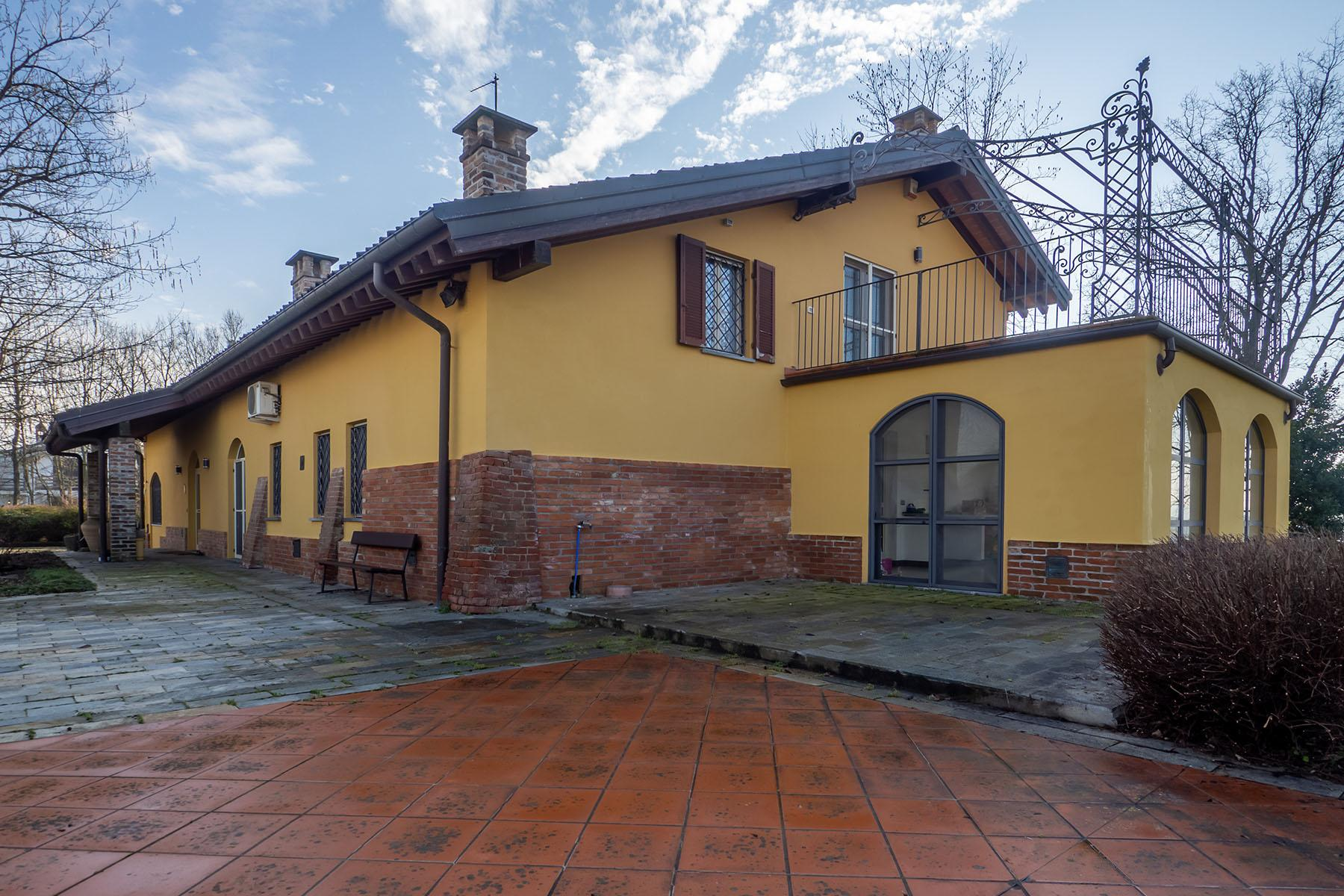 Magnificent Villa surrounded by the green hills of Monferrato - 33