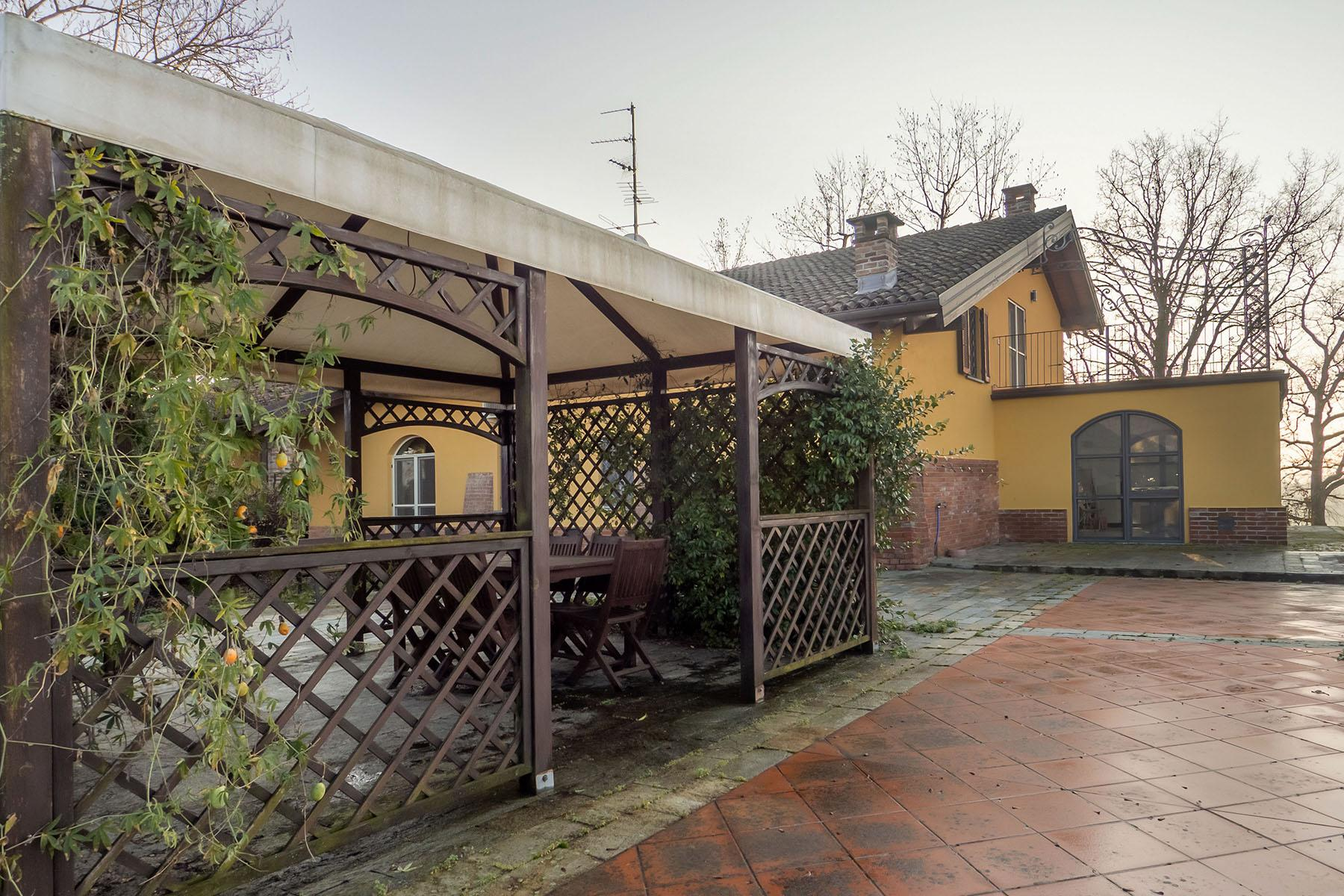 Magnificent Villa surrounded by the green hills of Monferrato - 32