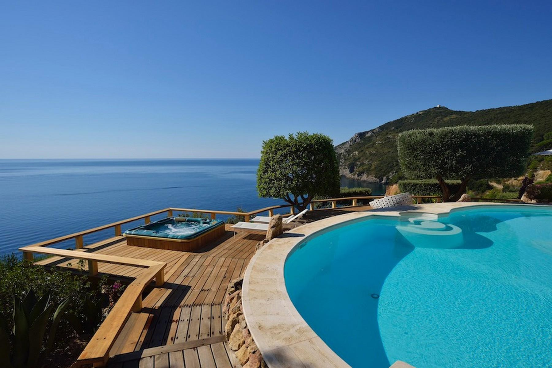 Incredible villa overlooking the sea in Porto Ercole - 2