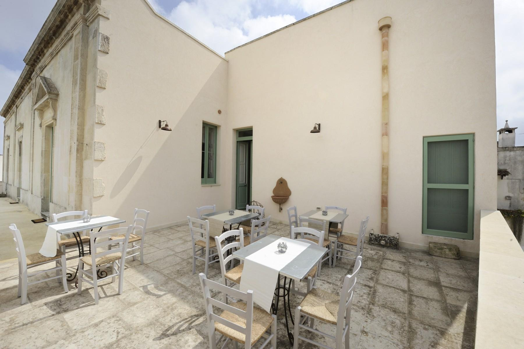 Period building on two floors with garden, swimming pool and grove - 12