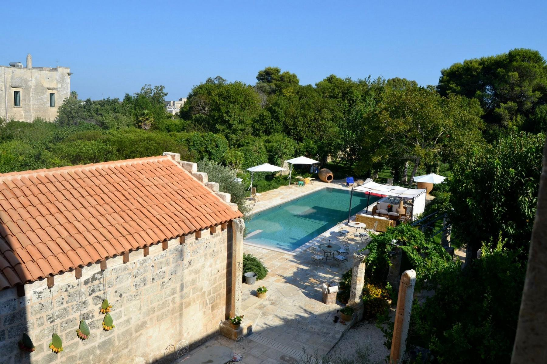 Period building on two floors with garden, swimming pool and grove - 13