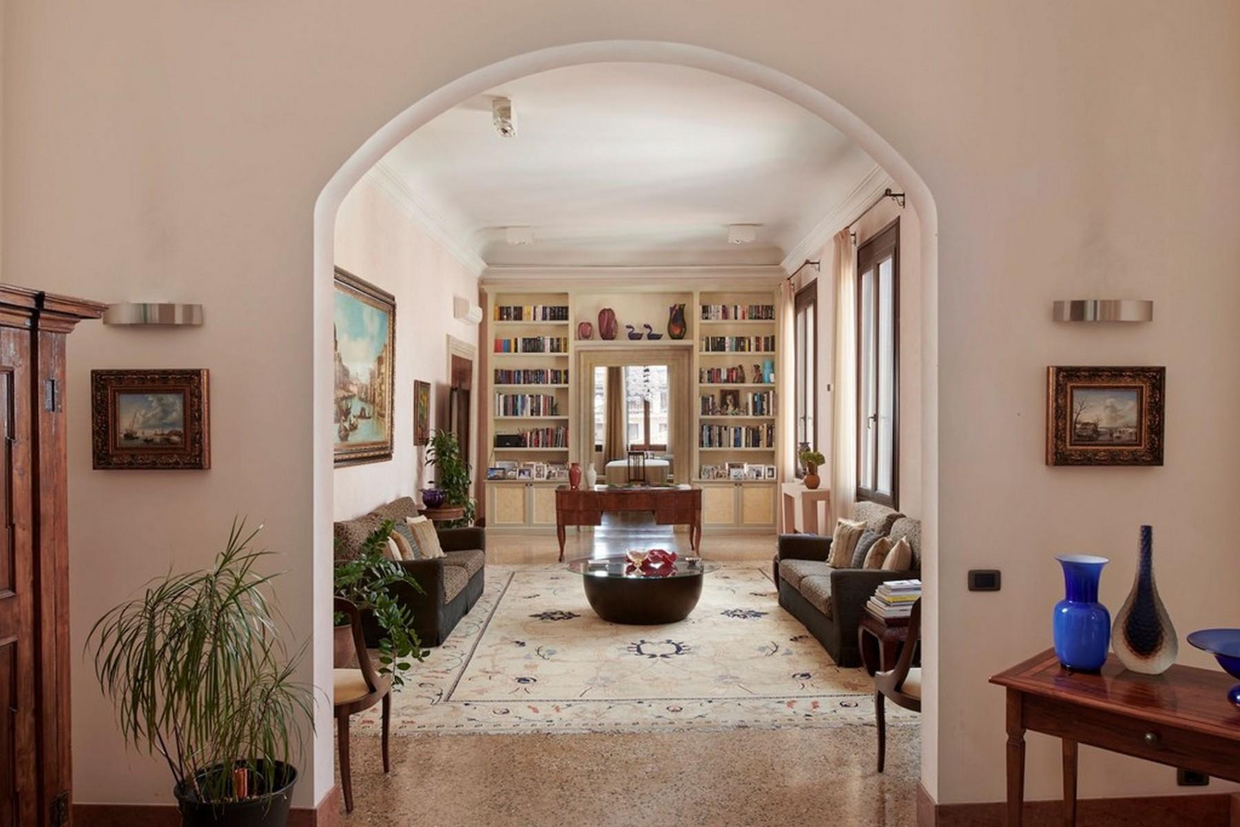 Elegante secondo Piano Nobile in un Palazzo - 2