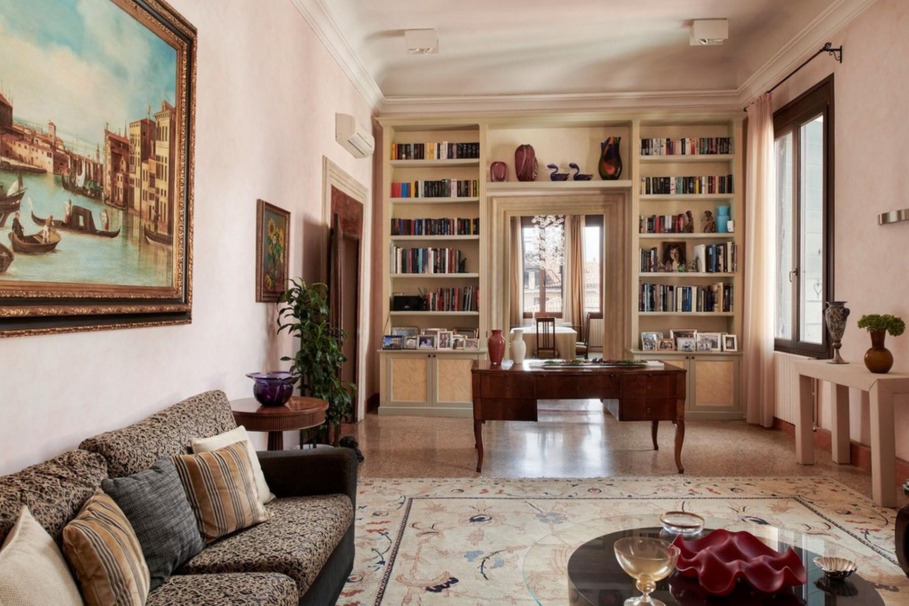 Elegante secondo Piano Nobile in un Palazzo - 3