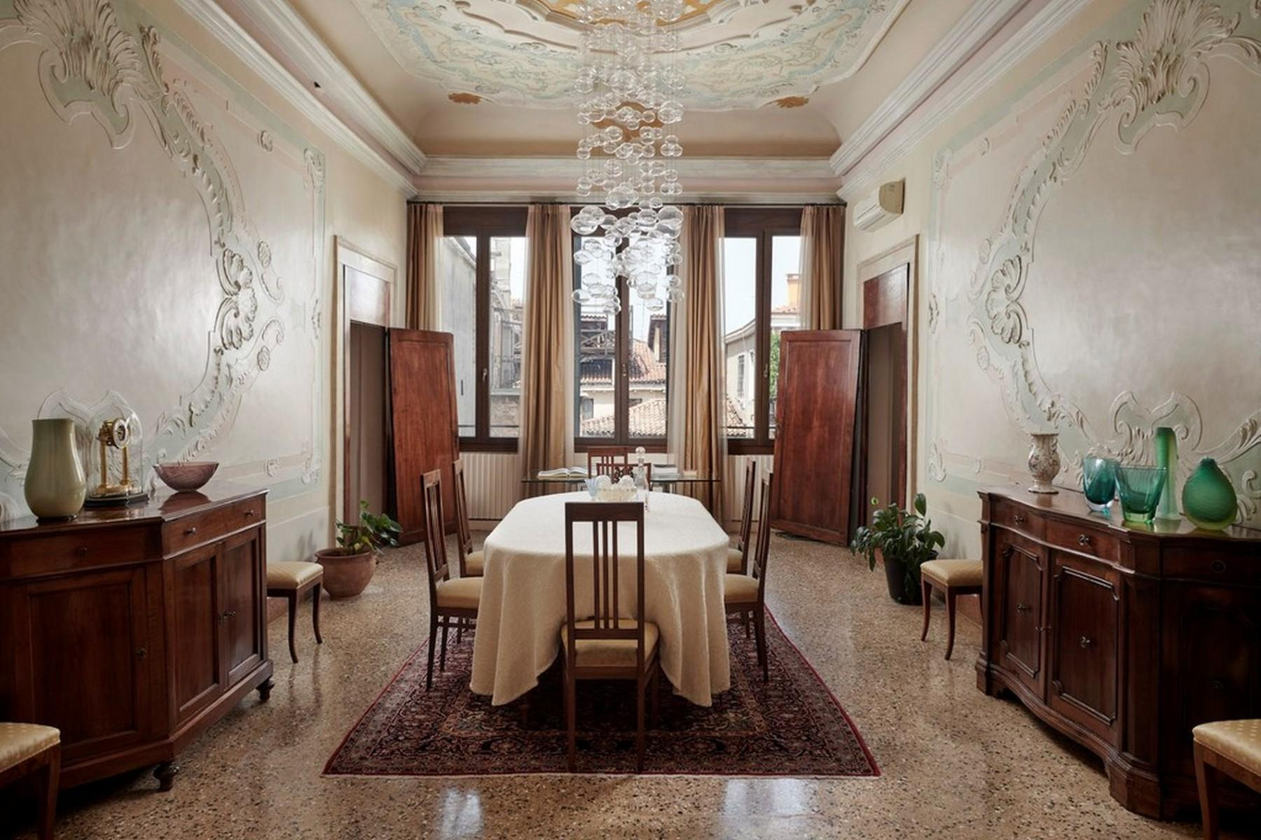 Elegante secondo Piano Nobile in un Palazzo - 1
