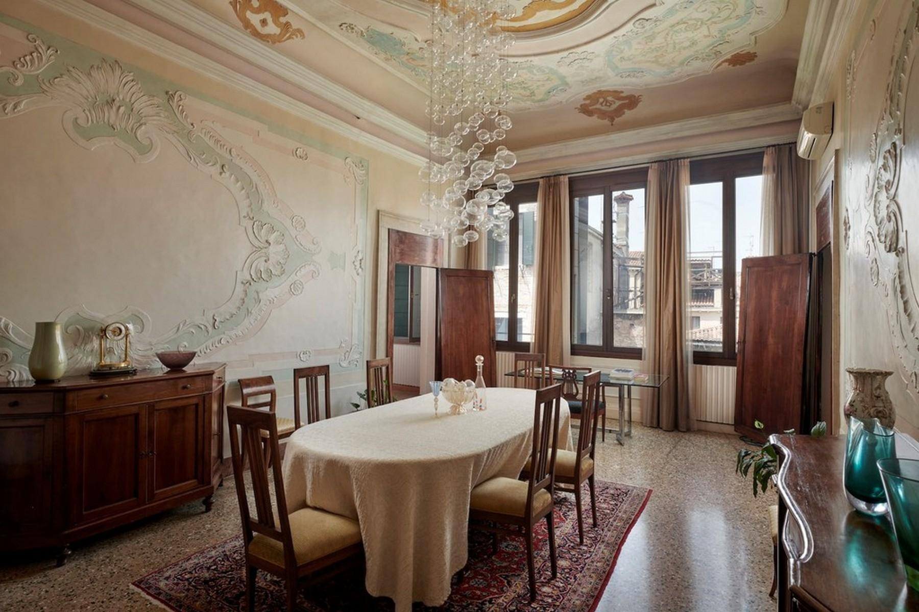 Elegant second Piano Nobile Palazzo Apartment - 7