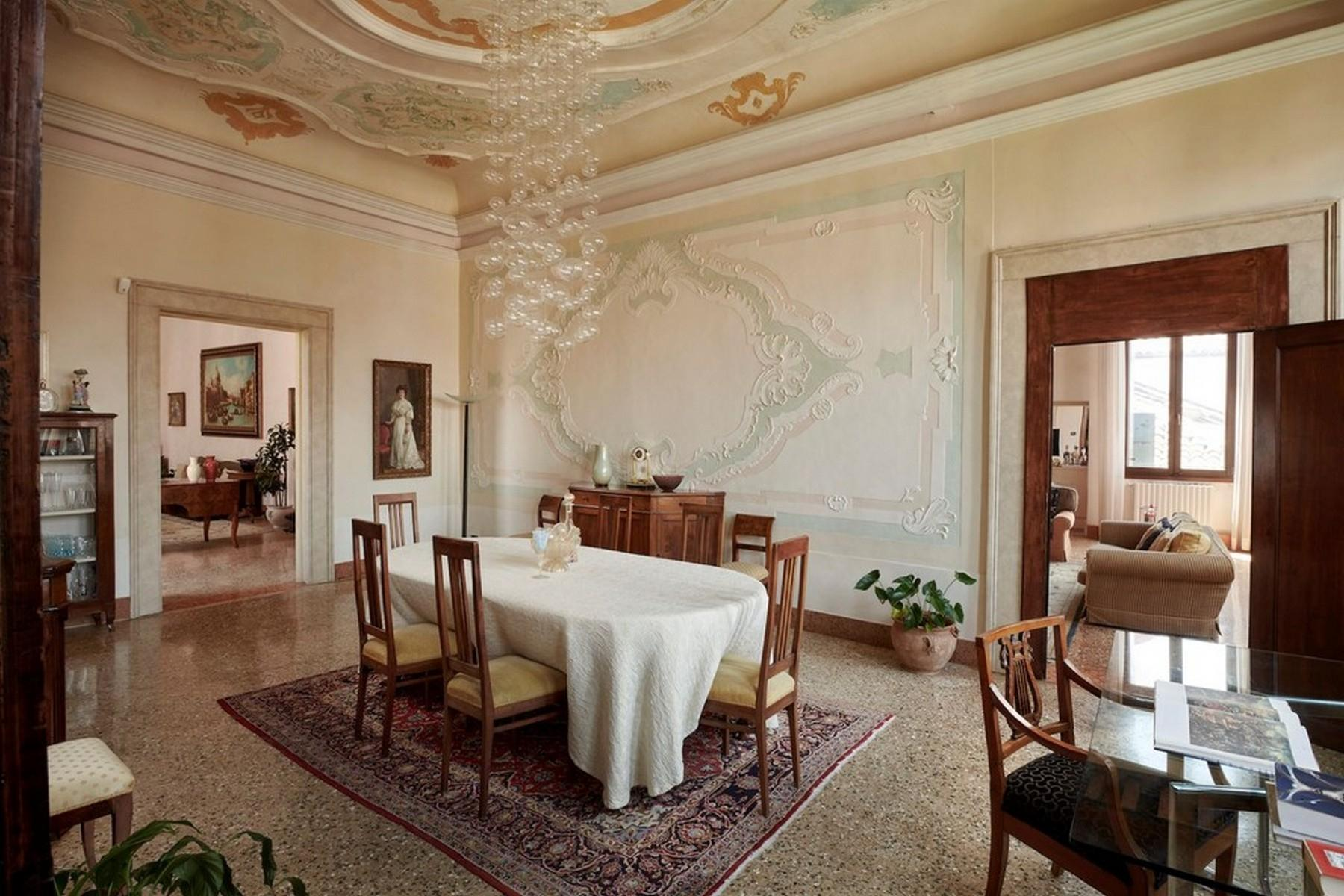 Elegant second Piano Nobile Palazzo Apartment - 9