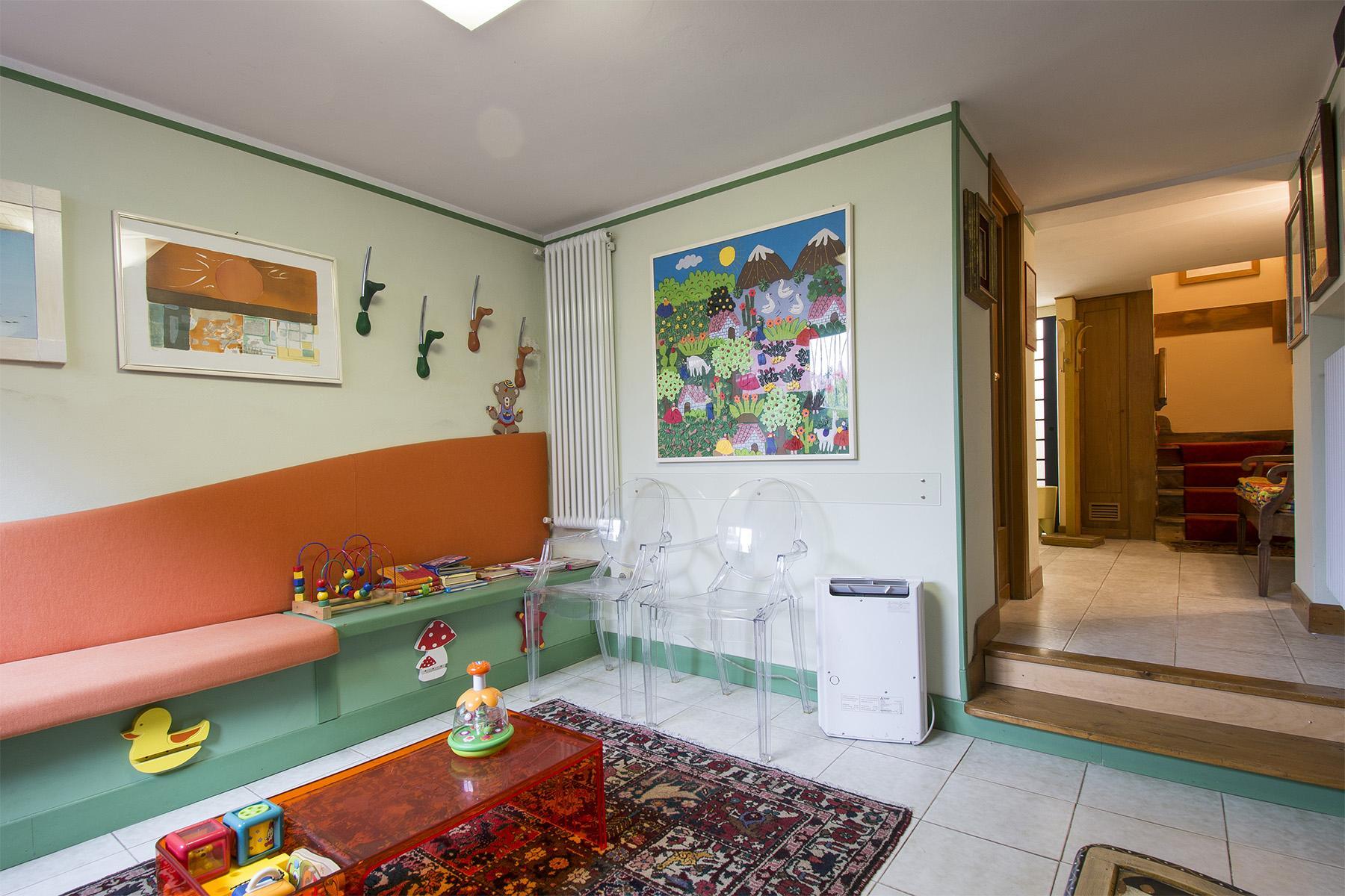 Villa immersa nel verde a Via Bolognese - 23