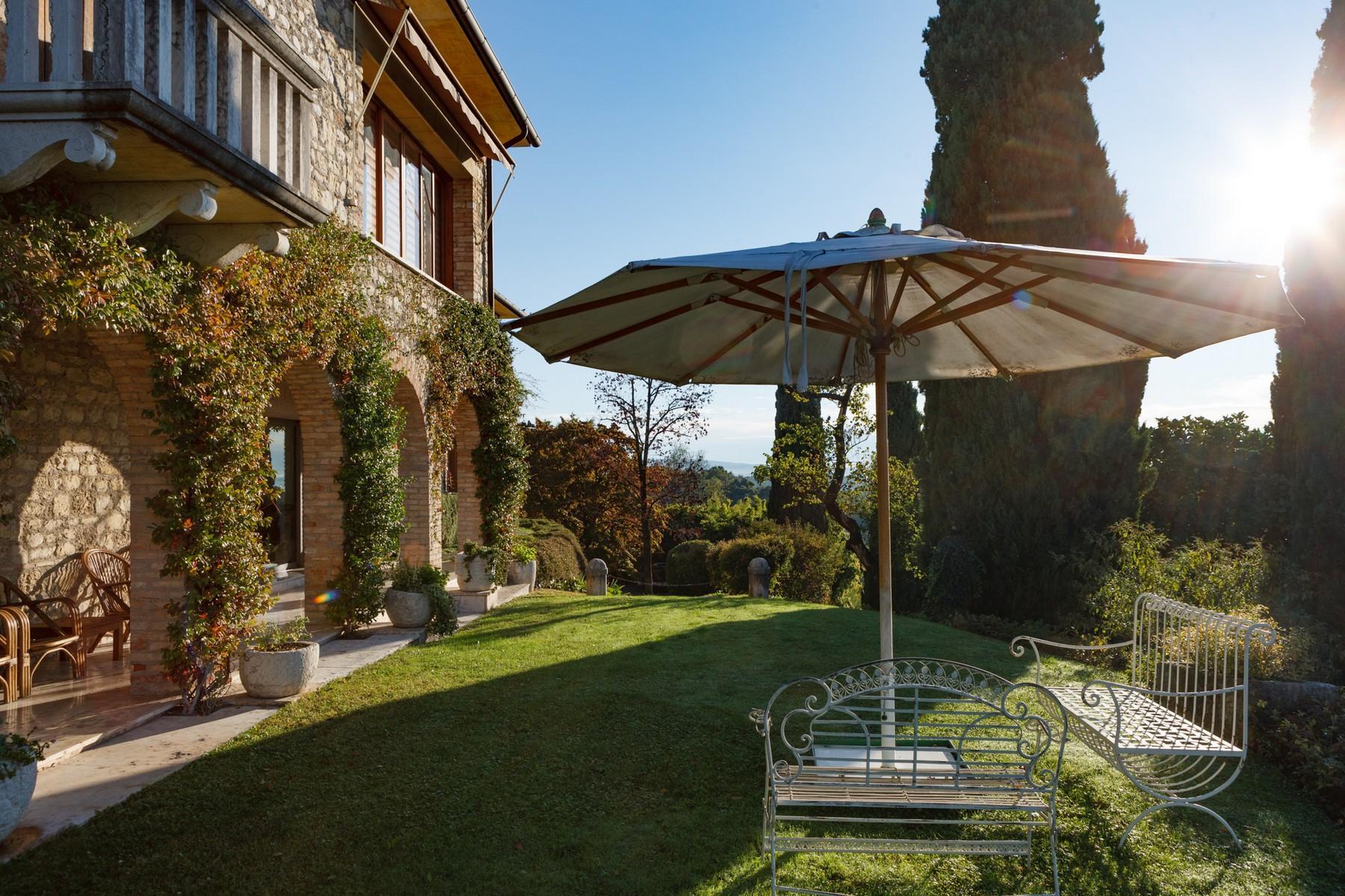 Spettacolare villa con piscina con vista totale sui colli asolani - 1