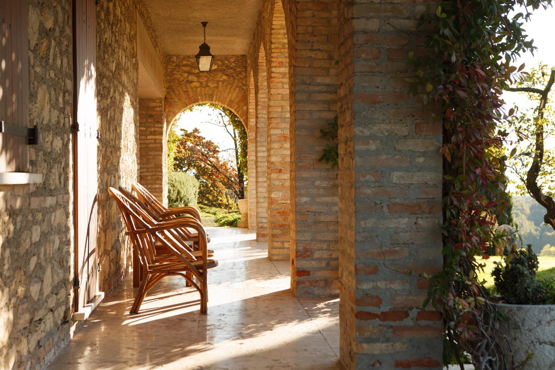 Spettacolare villa con piscina con vista totale sui colli asolani - 9