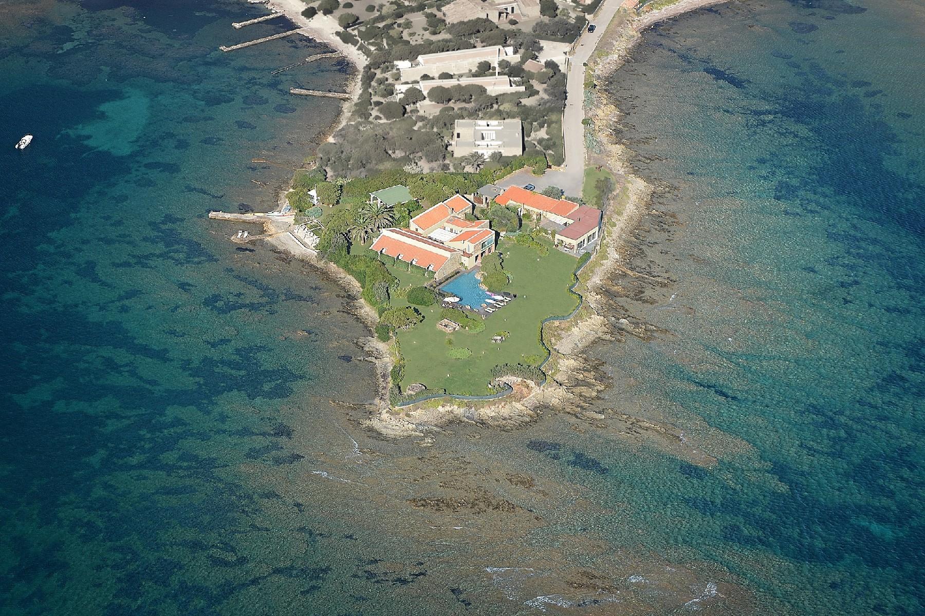 Pieds-dans-l'eau villa on a little private peninsula - 25