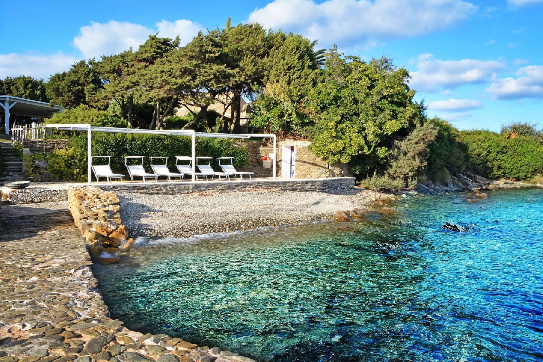 Pieds-dans-l'eau villa on a little private peninsula - 12