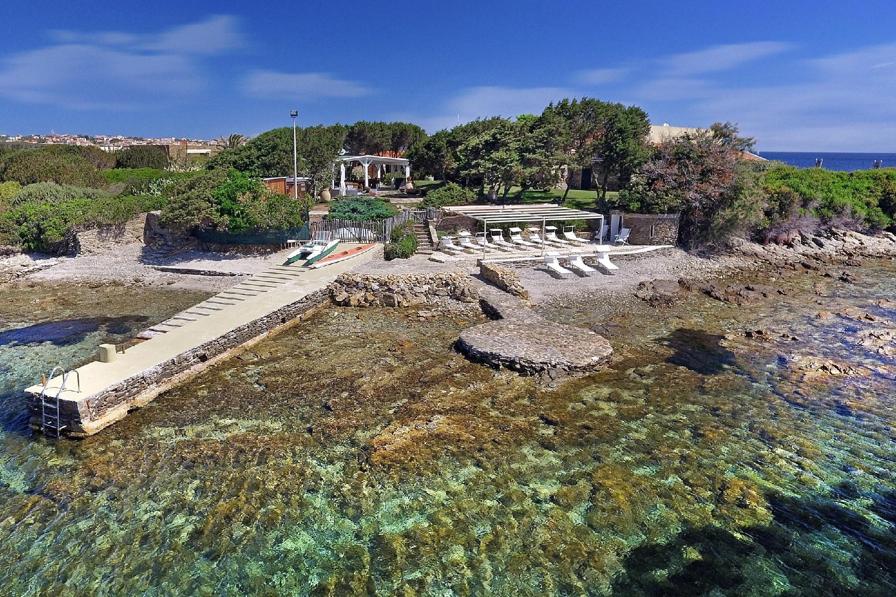 Pieds-dans-l'eau villa on a little private peninsula - 11