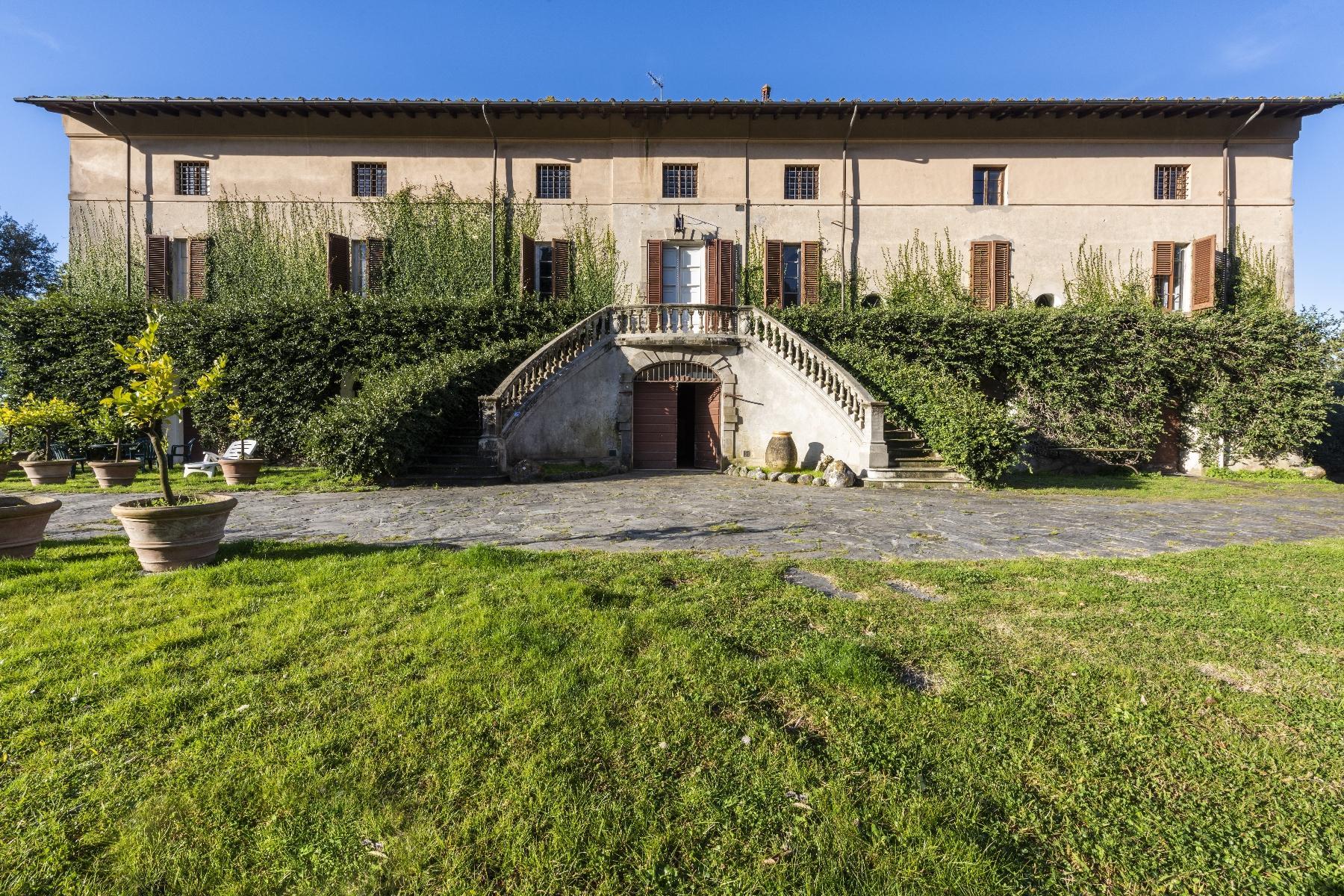Wunderschöne historische Villa mit Turm in Camaiore - 1