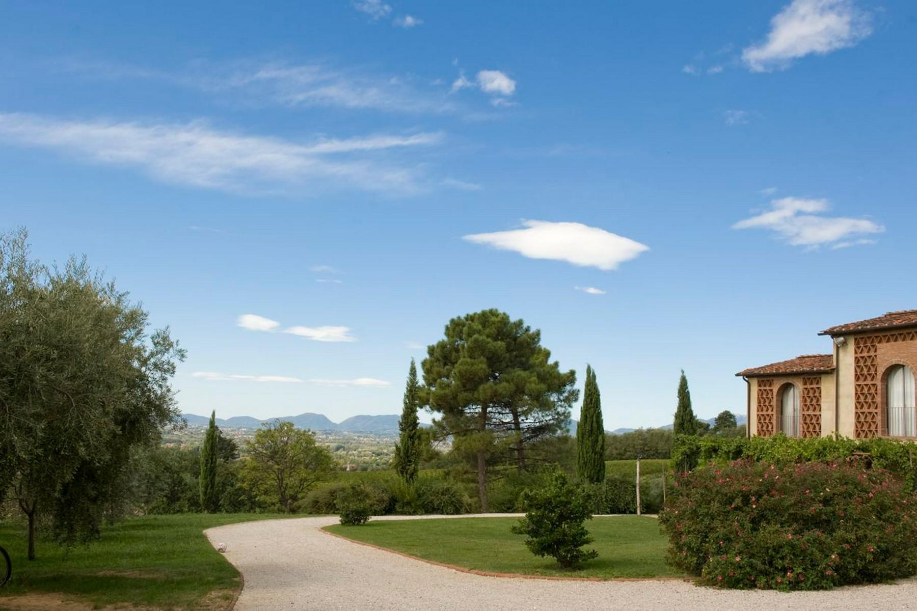 Meraviglioso casale con lago privato sulle colline Lucchesi - 1