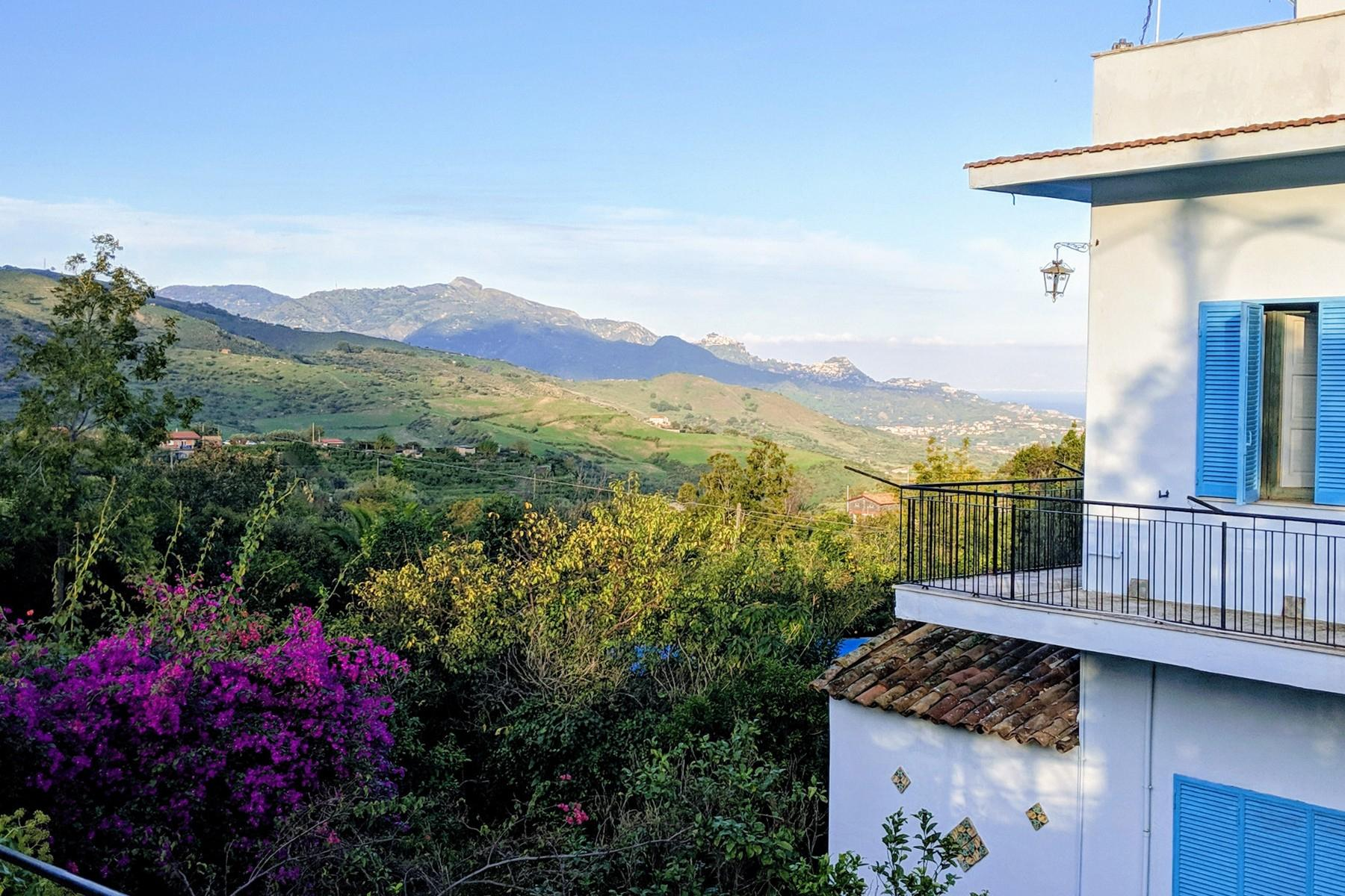 Detached villa with stunning views of Taormina, the sea and Mount Etna - 13