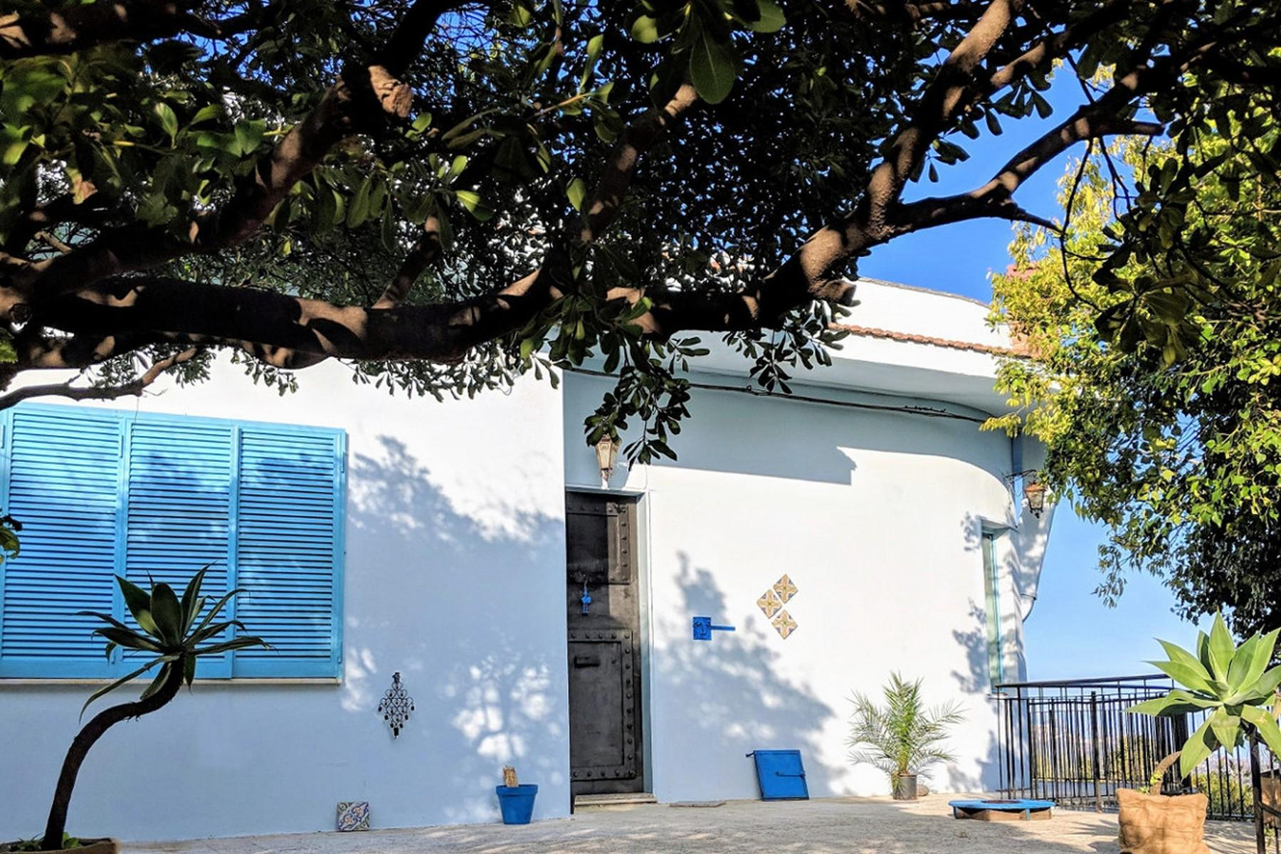 Detached villa with stunning views of Taormina, the sea and Mount Etna - 2