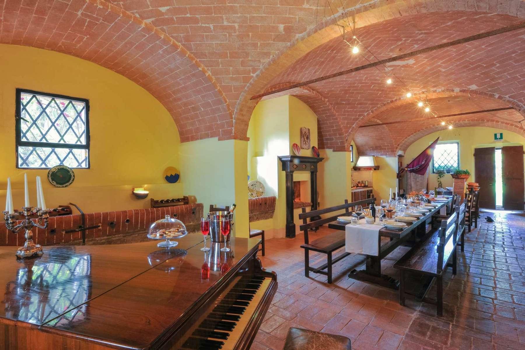 Historic farm in the heart of Crete Senesi - 11