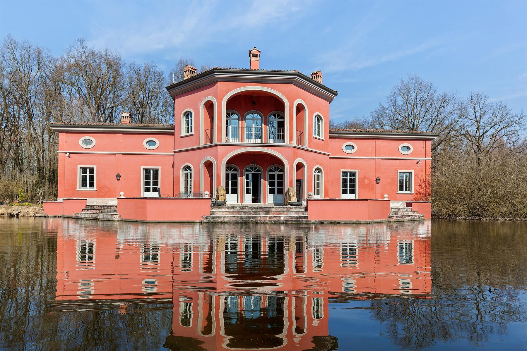 Привлекательная вилла с частным парком и озером недалеко от Милана - 1