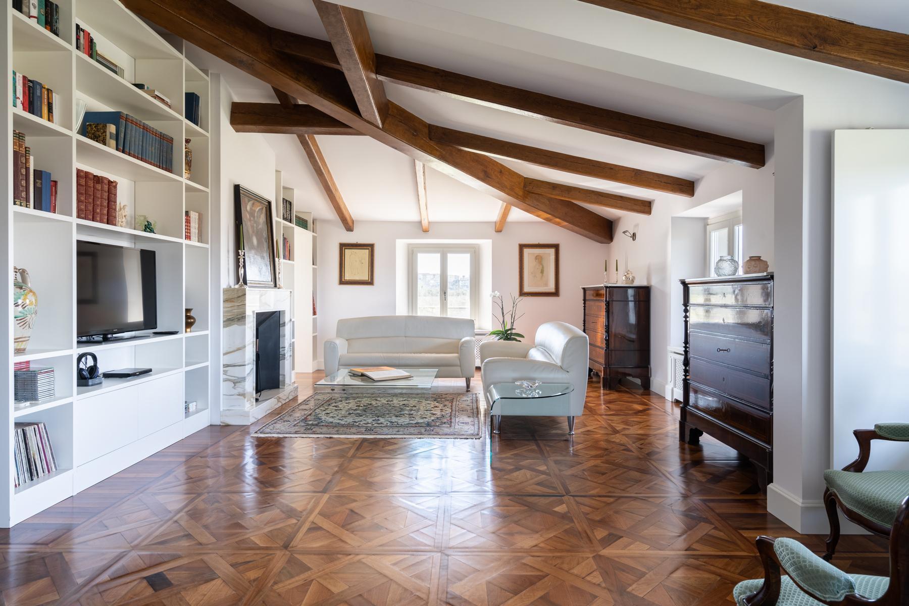 Wunderbare Wohnung in einer Villa mit Swimmingpool auf den Hügeln von Florenz - 3