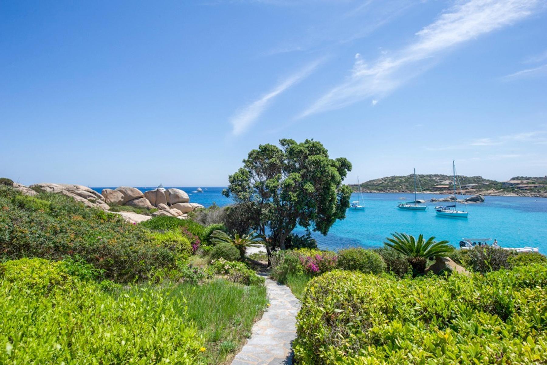 Cavallo Island, Corsica - Secluded villa with breathtaking seaview - 13
