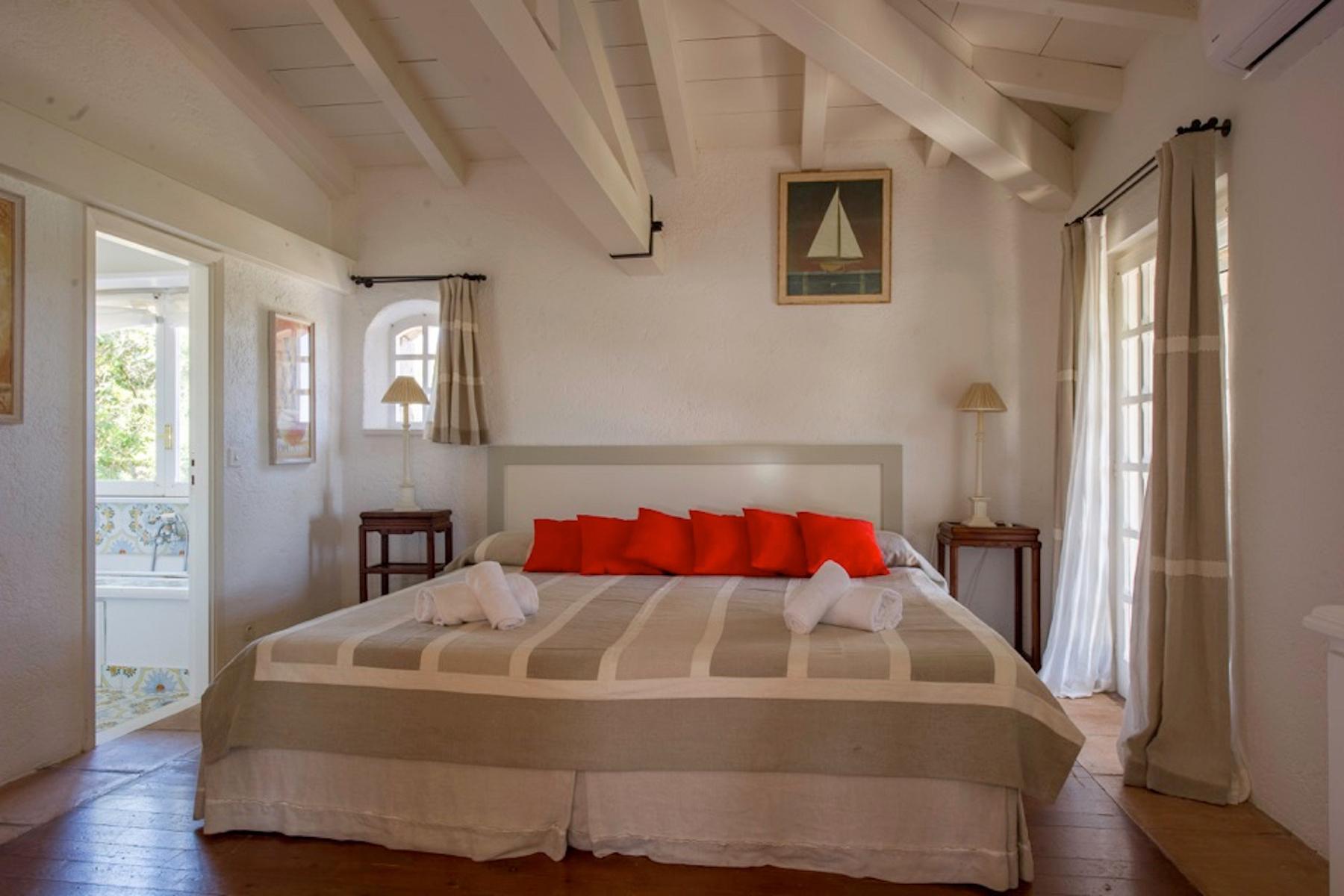 Incantevole villa con accesso diretto al mare all'Ile de Cavallo - 10