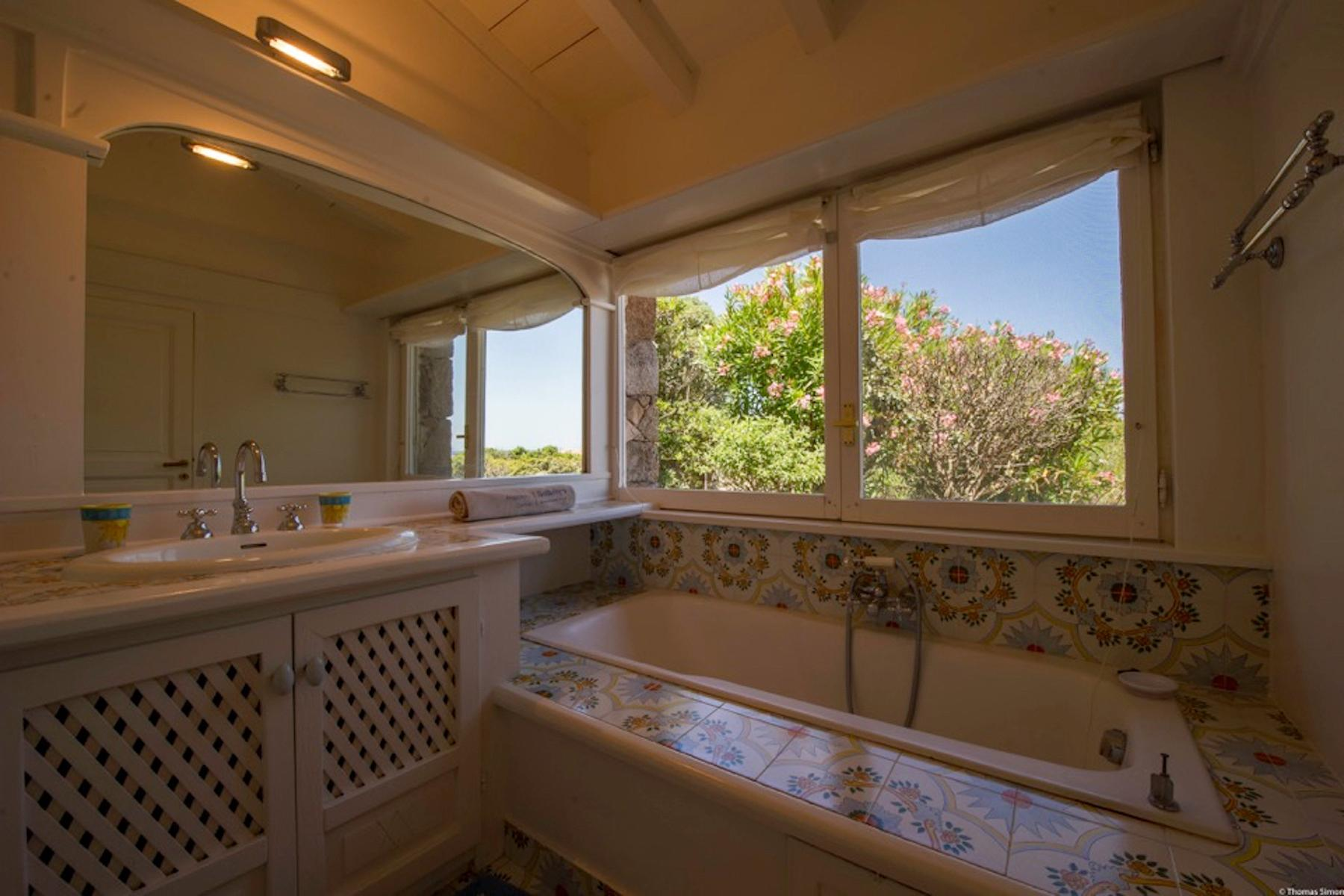 Cavallo Island, Corsica - Secluded villa with breathtaking seaview - 11