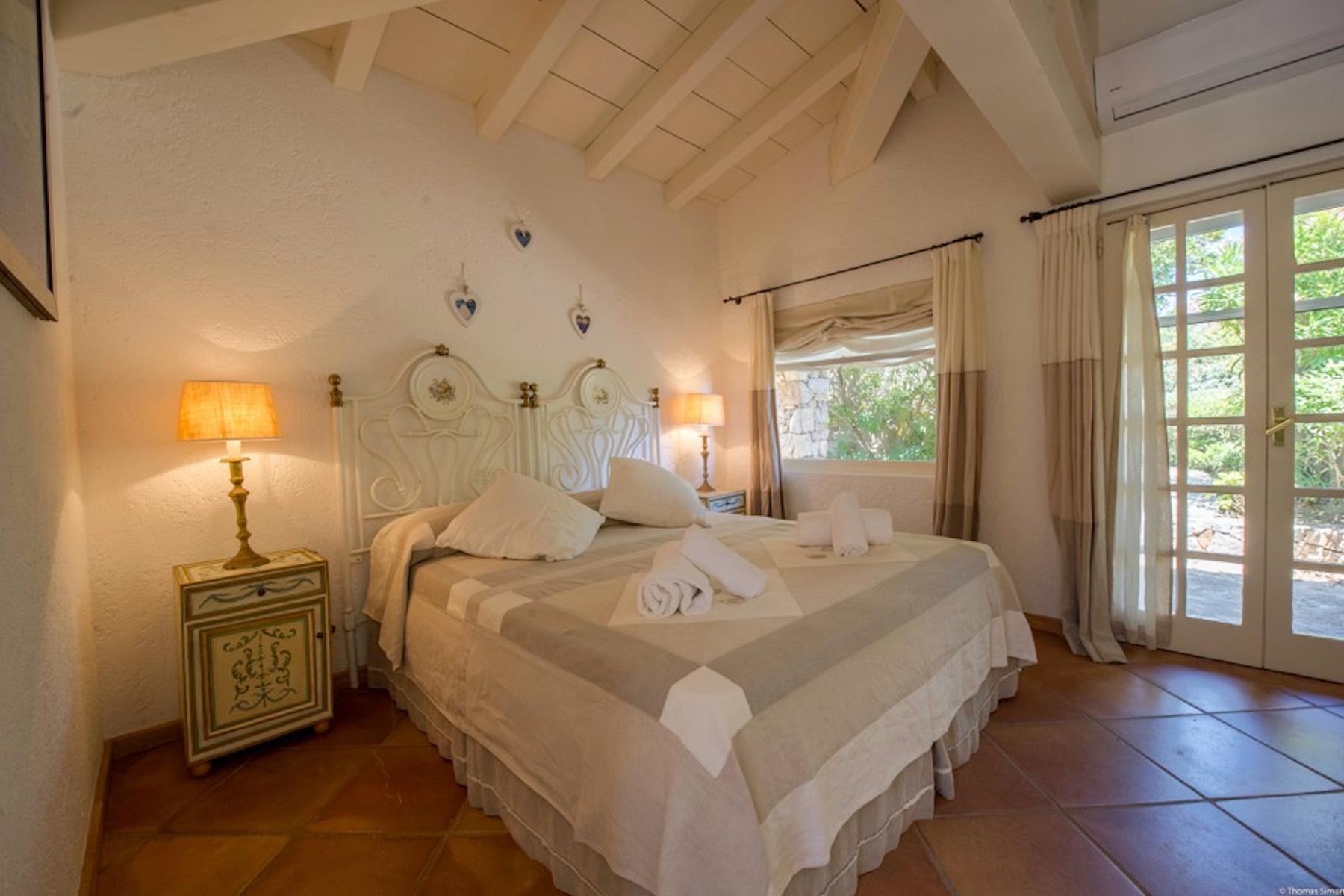 Cavallo Island, Corsica - Secluded villa with breathtaking seaview - 9
